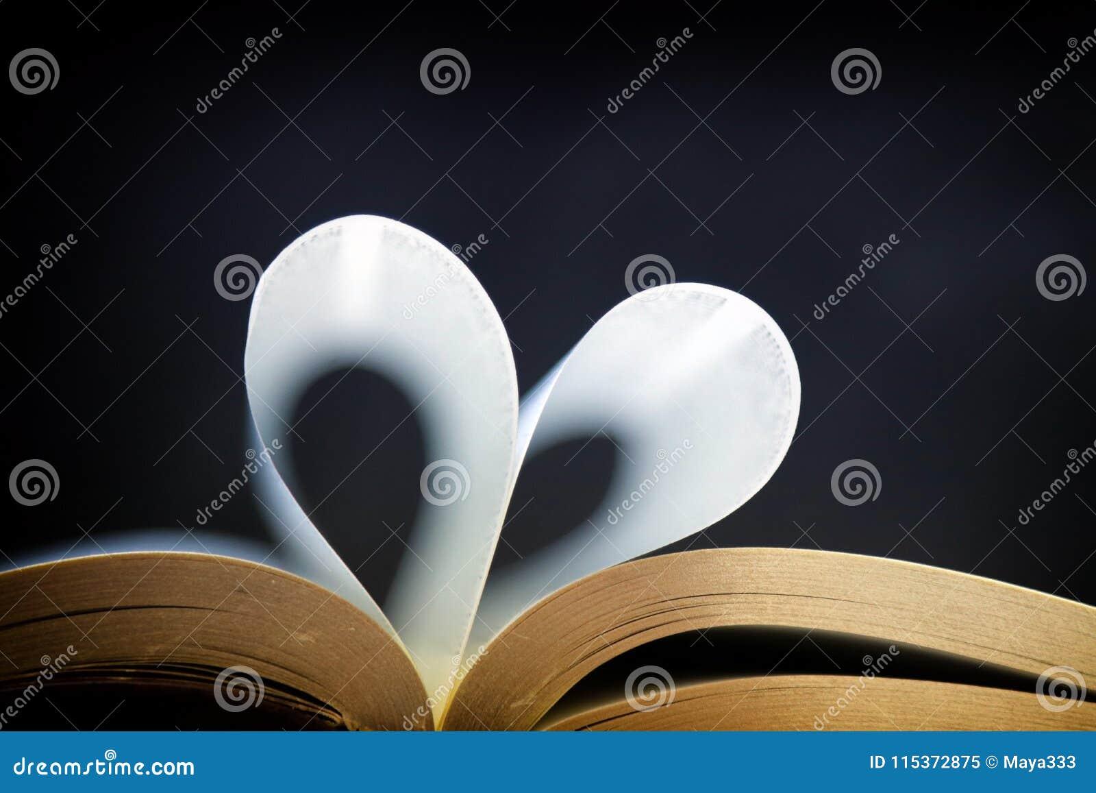 Hert gevormd boek