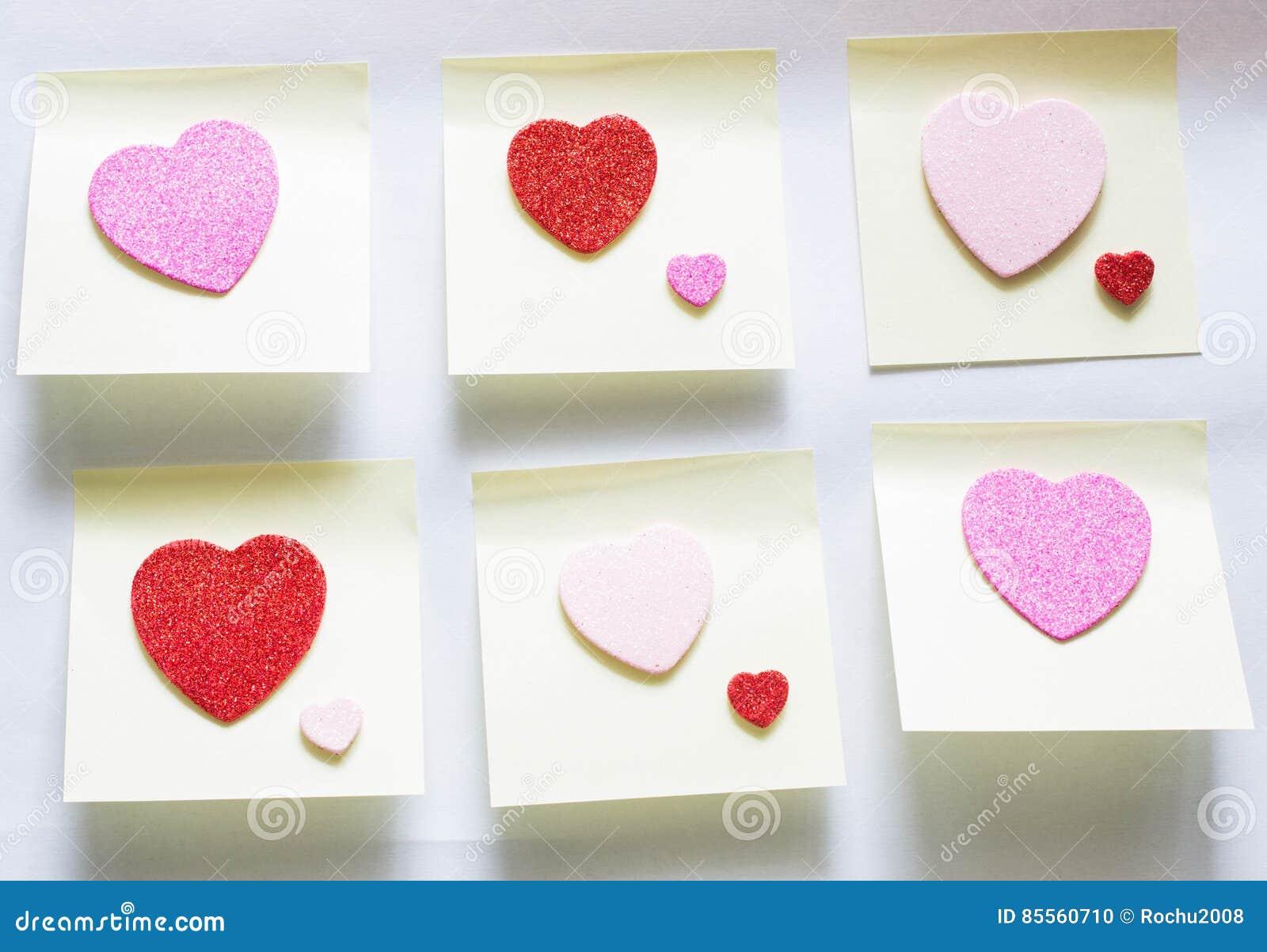 Herz auf sticki Blättern Papier Rote Rose