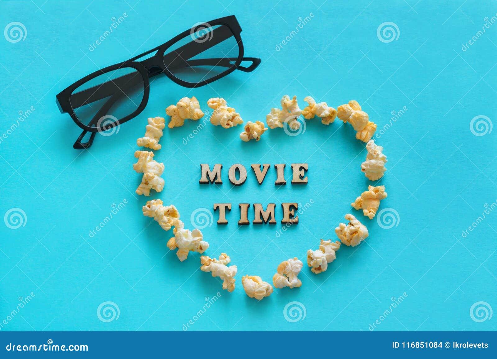 Herz des Popcorns in Form, 3D Gläser, der Text