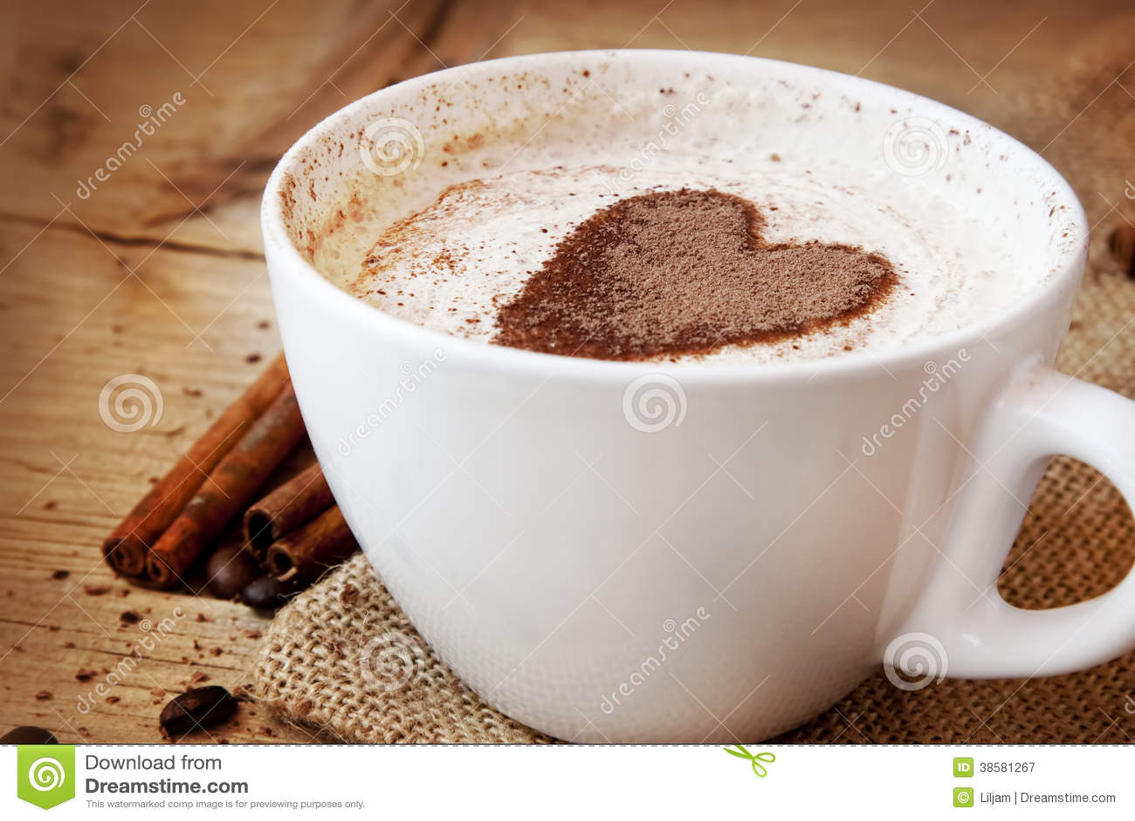 Herz-Form-Kaffeetasse Lizenzfreie Stockfotografie - Bild: 38581267