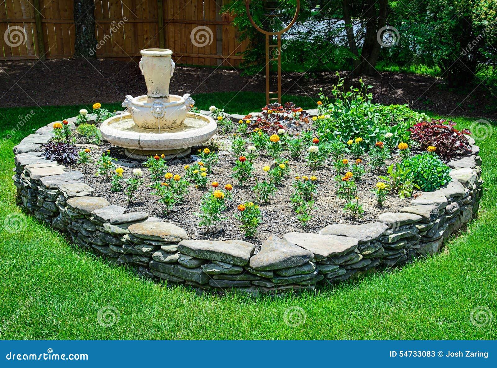 herz geformter steingarten stockfoto bild 54733083. Black Bedroom Furniture Sets. Home Design Ideas
