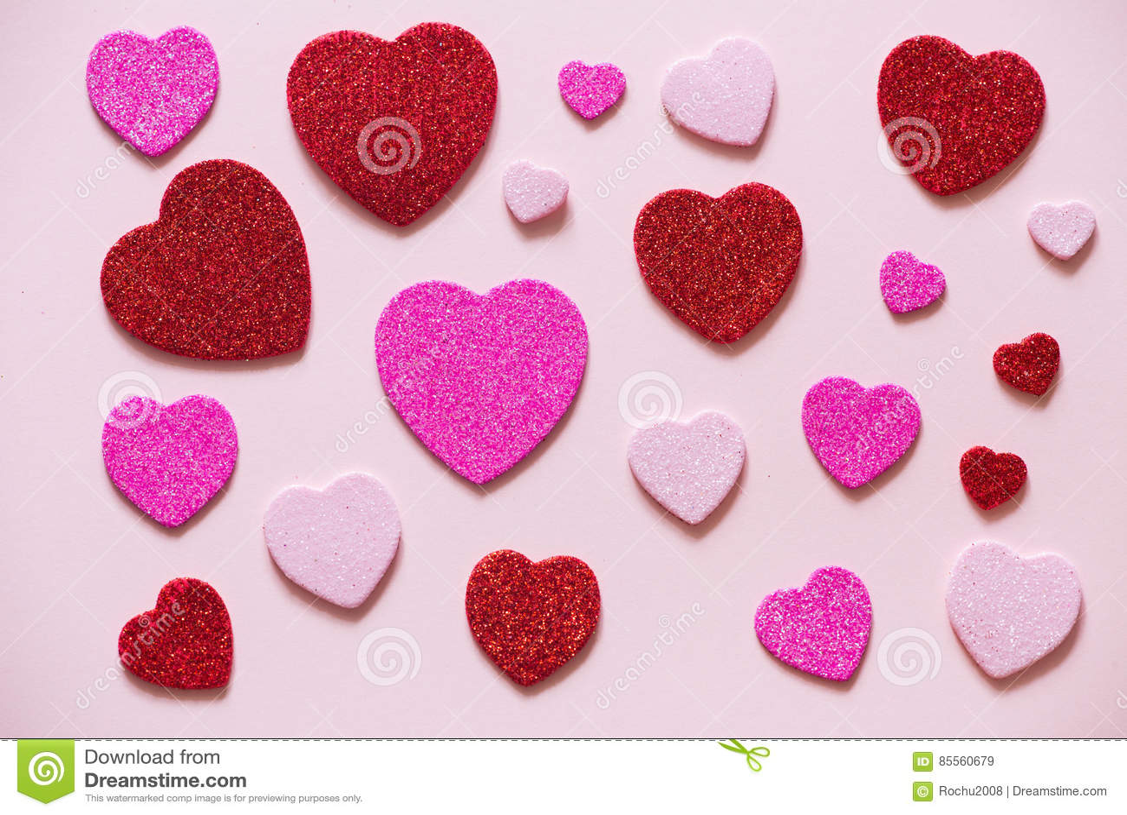 Herz am Valentinsgruß-Tag auf dem rosa Hintergrund