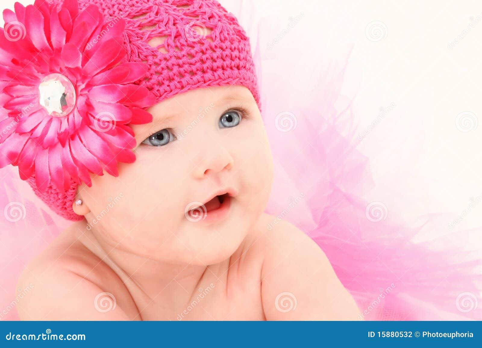 het aanbiddelijke meisje van de baby in de hoed van de bloem stock fotografie afbeelding 15880532 On baby meisje fotos