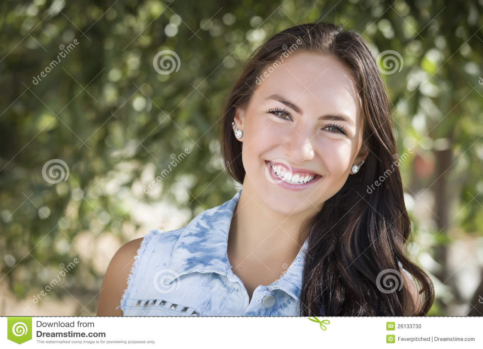 Het aantrekkelijke Gemengde Portret van het Rasmeisje