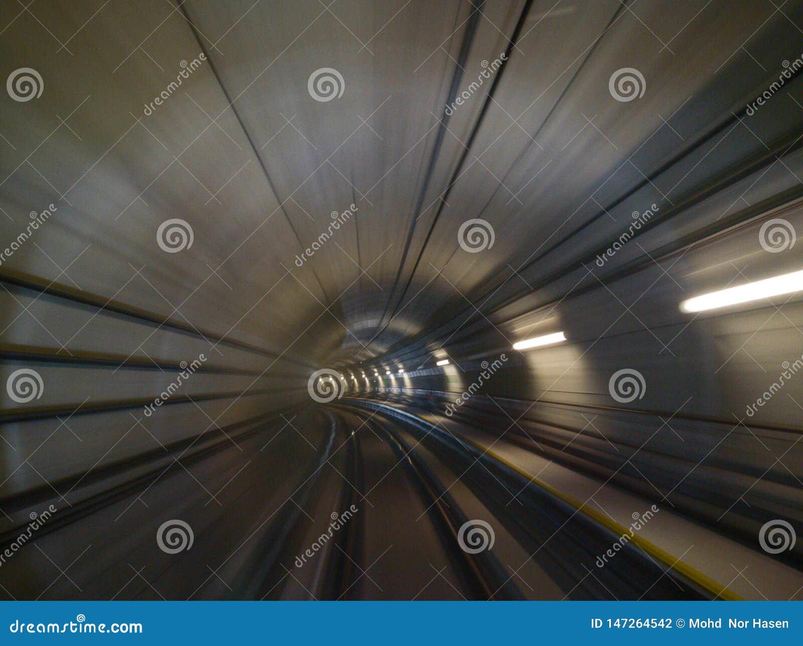 Het abstracte effect van MRT beweging, beeld heeft korrel of onscherp of lawaai en zachte nadruk wanneer mening bij volledige res