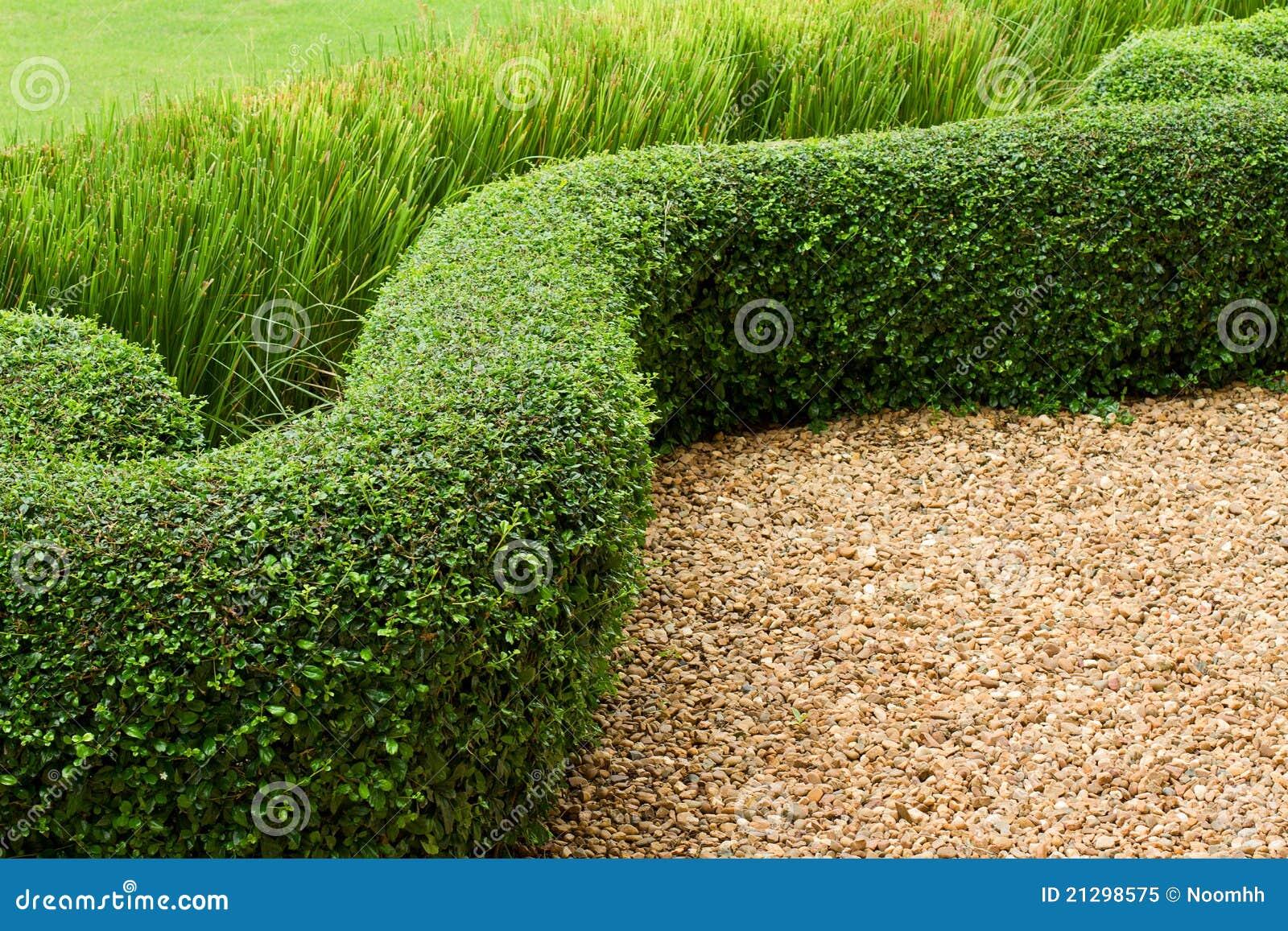 Het abstracte groene gazon van de mening met kiezelstenen en tegels royalty vrije stock foto - Aangelegde tuin met kiezelstenen ...