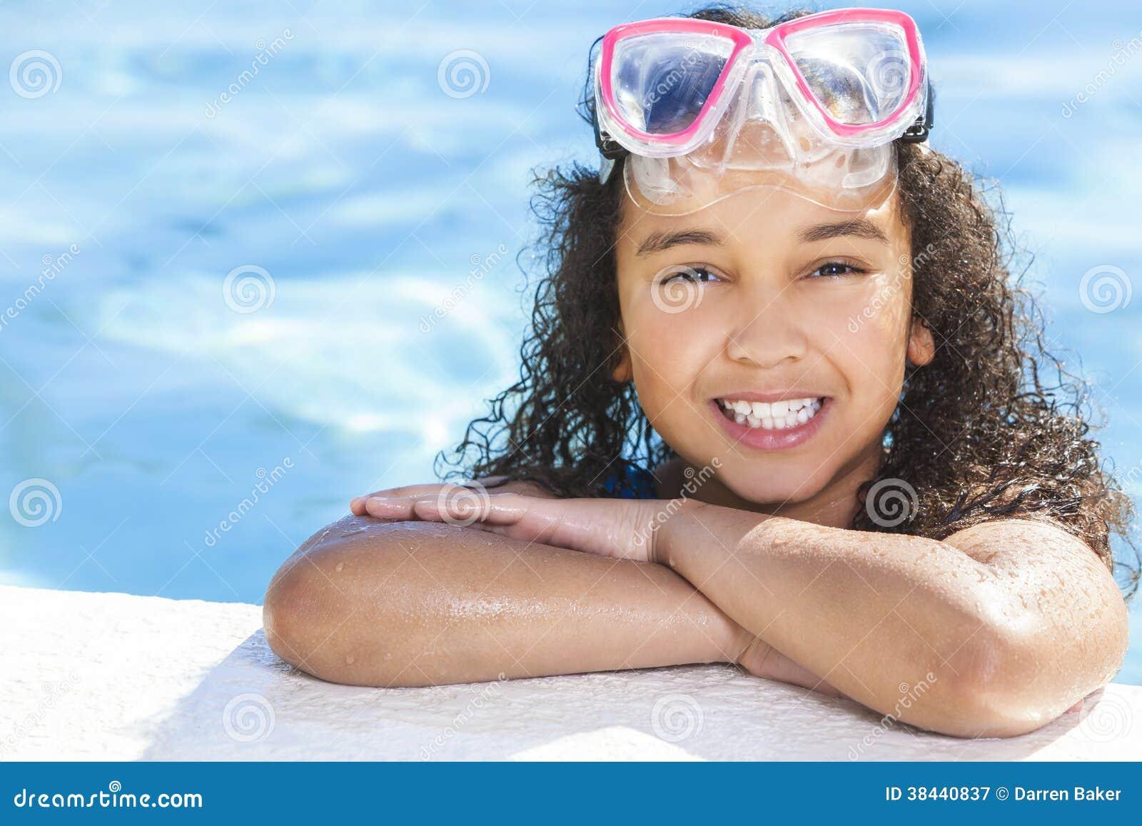 Het Afrikaanse Amerikaanse Zwembad van het Meisjeskind