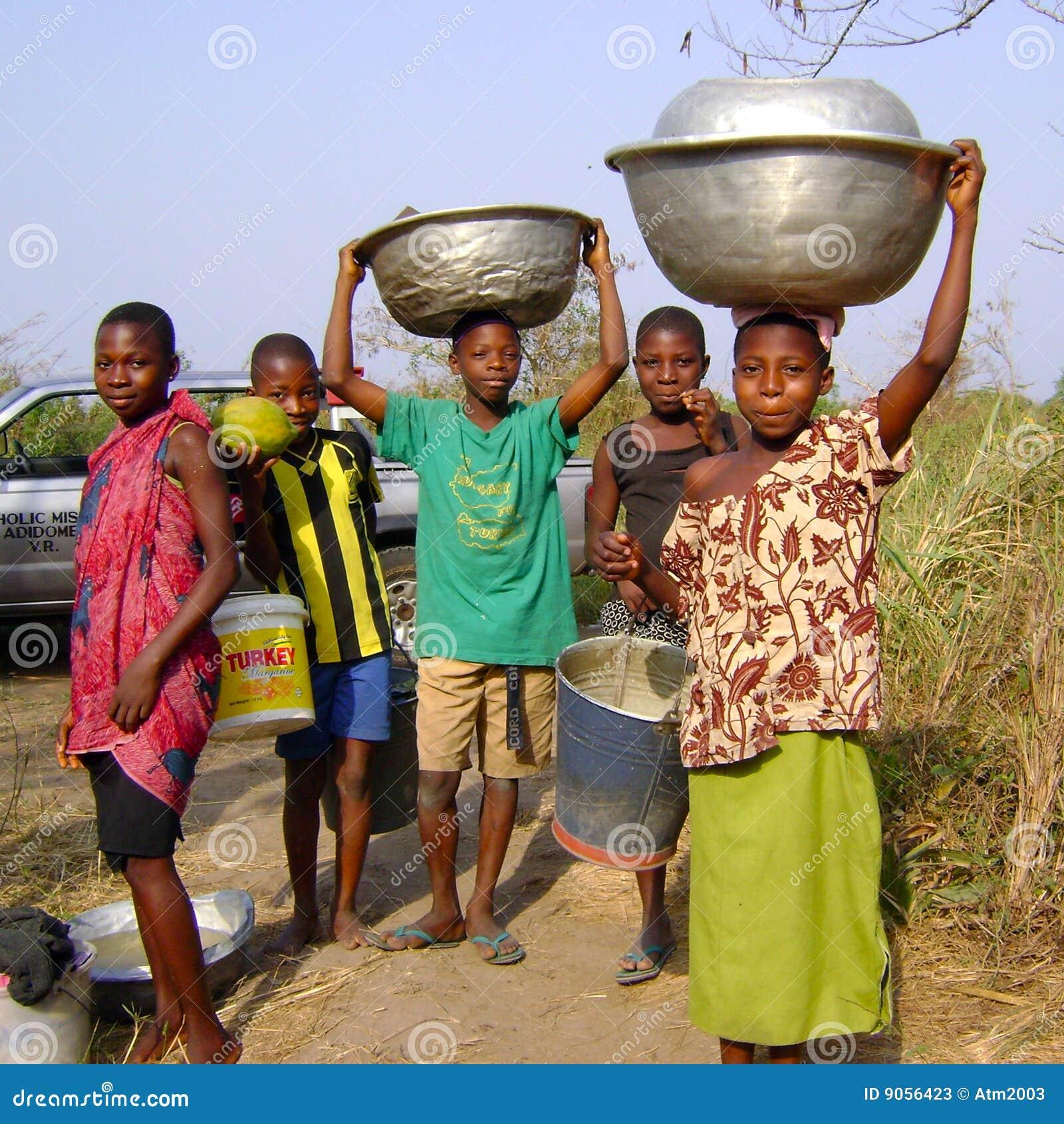 Het Afrikaanse kinderen werken
