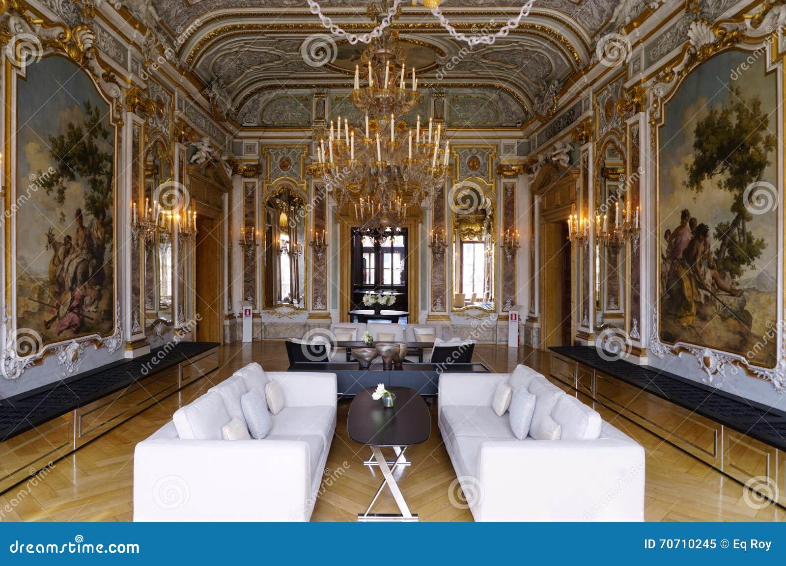Het Aman Canal Grande-hotel in Palazzo Papadopoli in Venetië wordt gevestigd dat