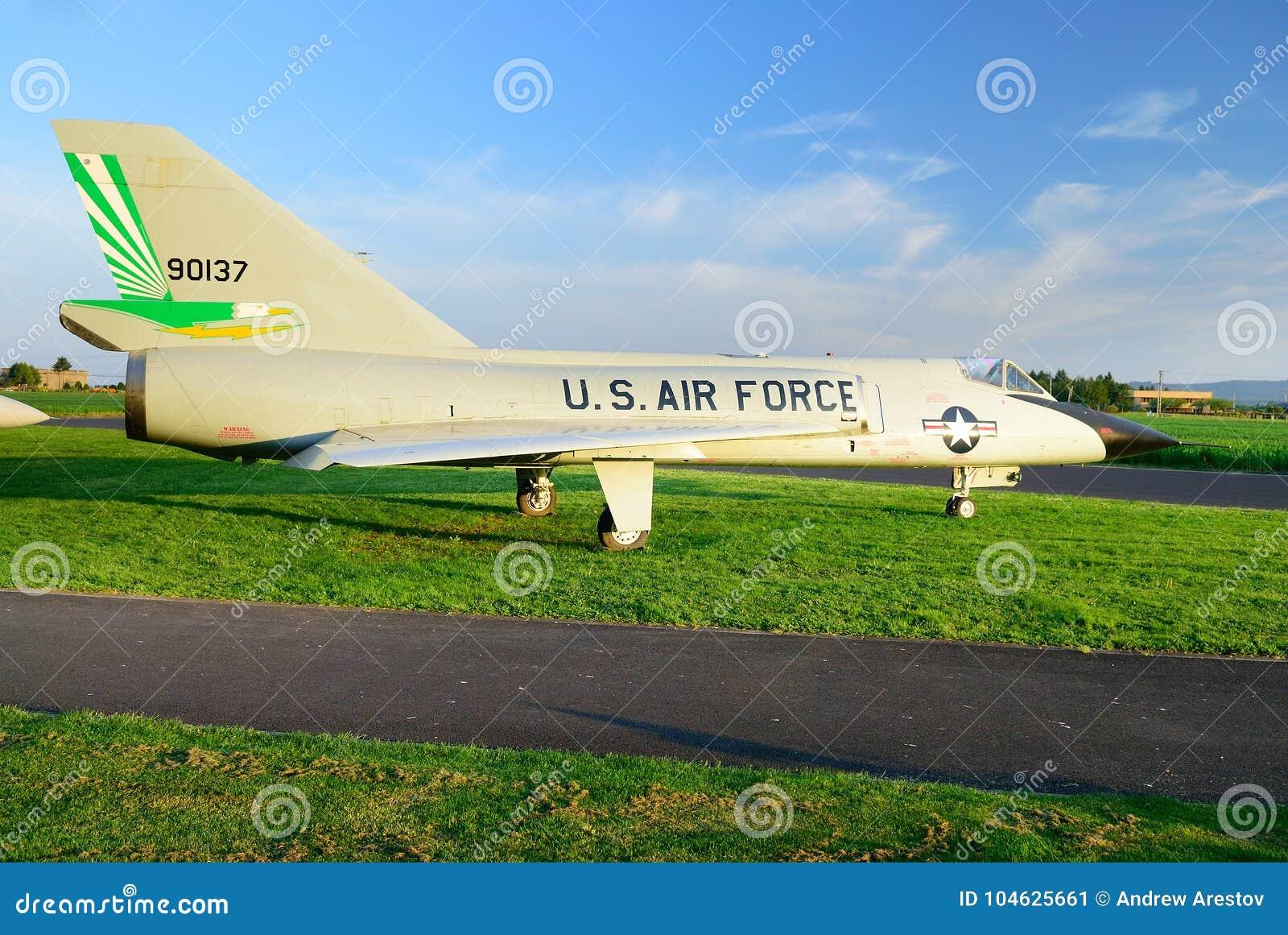 Download Het Amerikaanse Straal Militaire Vliegtuig Redactionele Foto - Afbeelding bestaande uit aanval, gevaar: 104625661