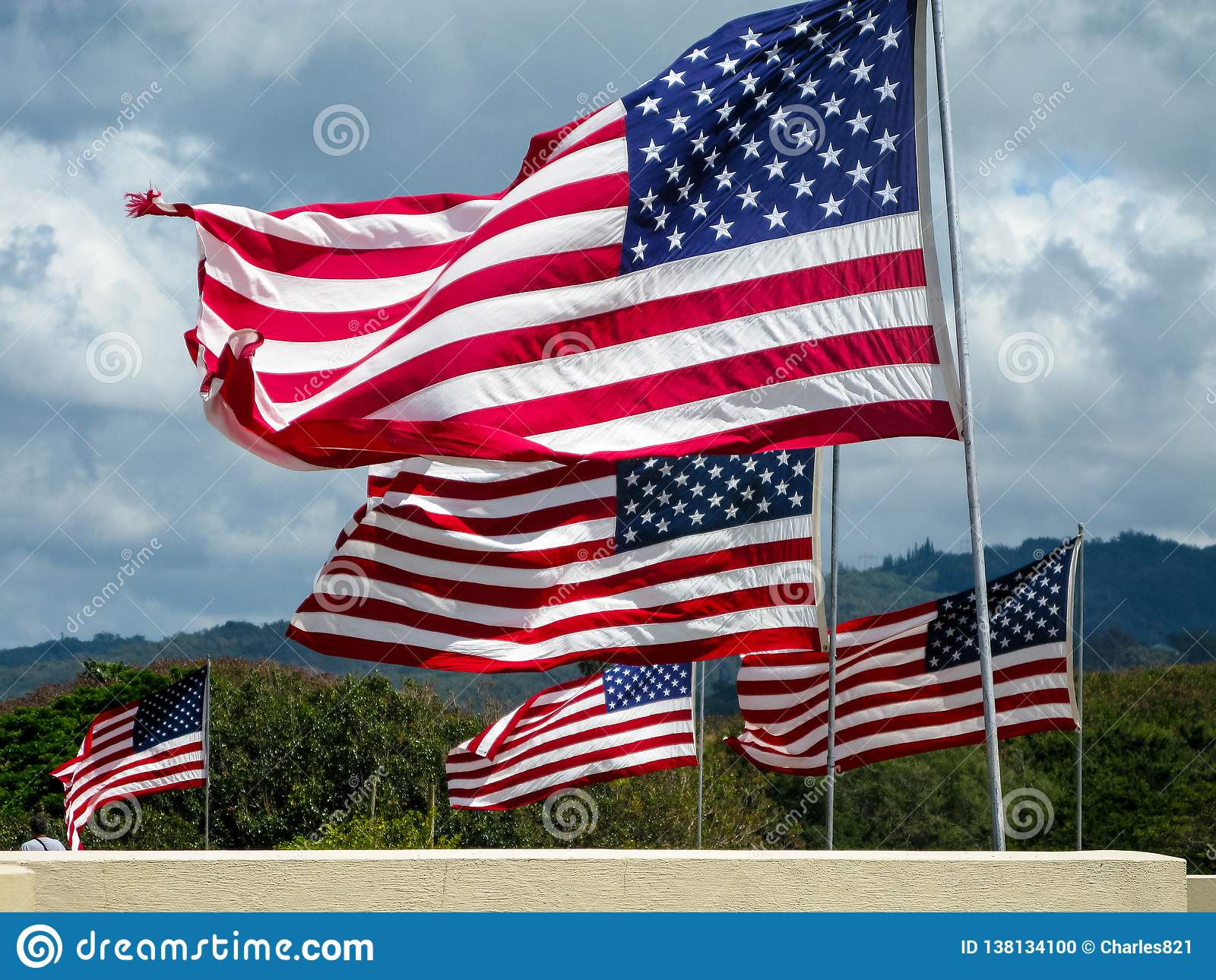 Het Amerikaanse vlaggen vliegen