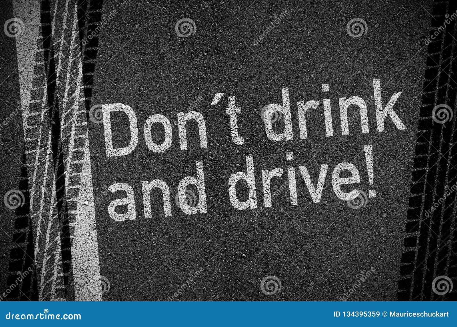 Het asfalt met drinkt niet en drijft