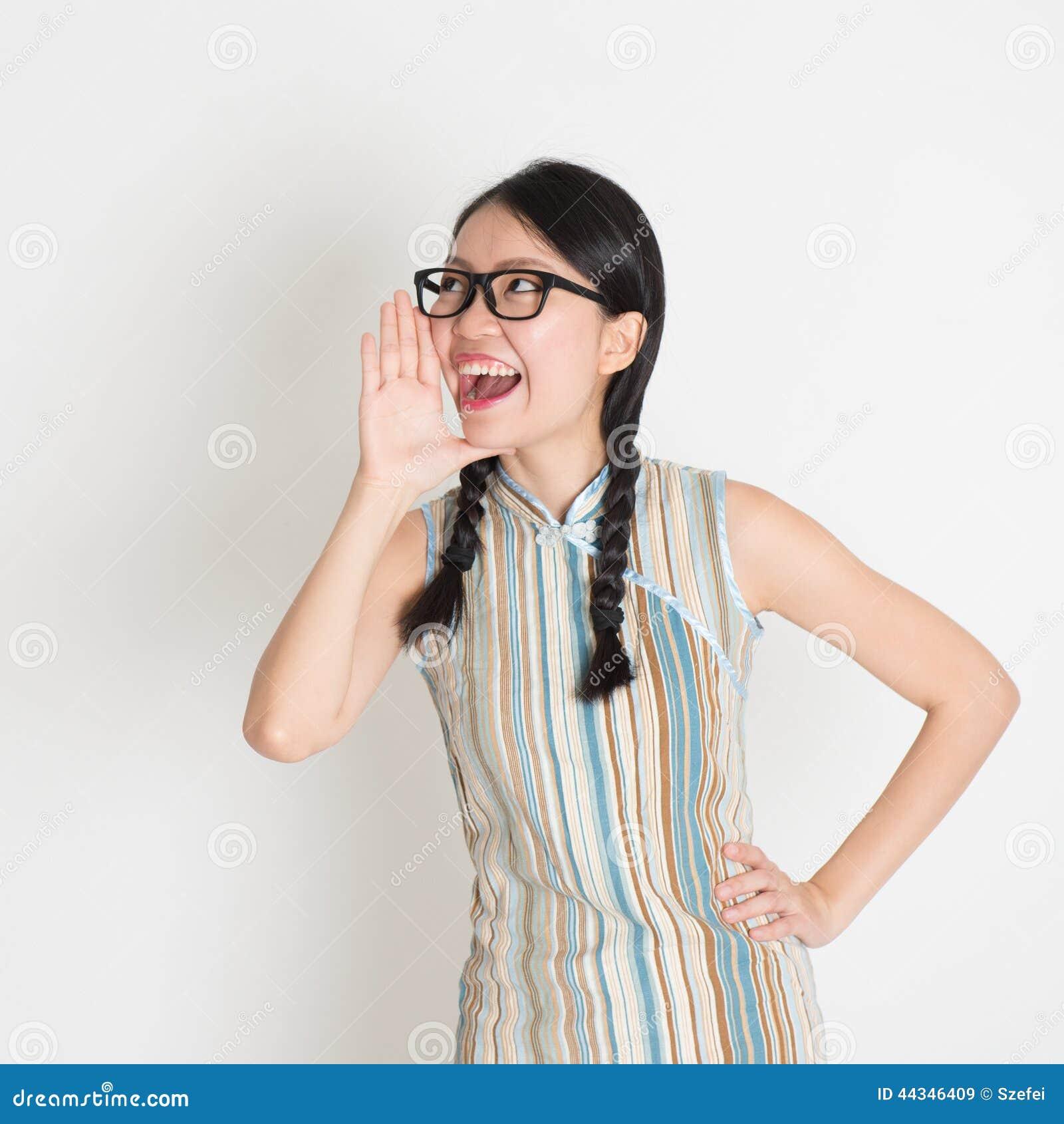 Het Aziatische Chinese vrouwelijke luid schreeuwen