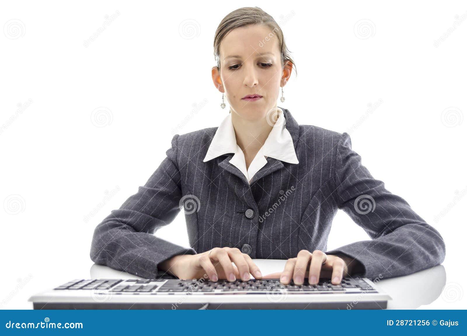Het bedrijfs vrouw typen op toetsenbord