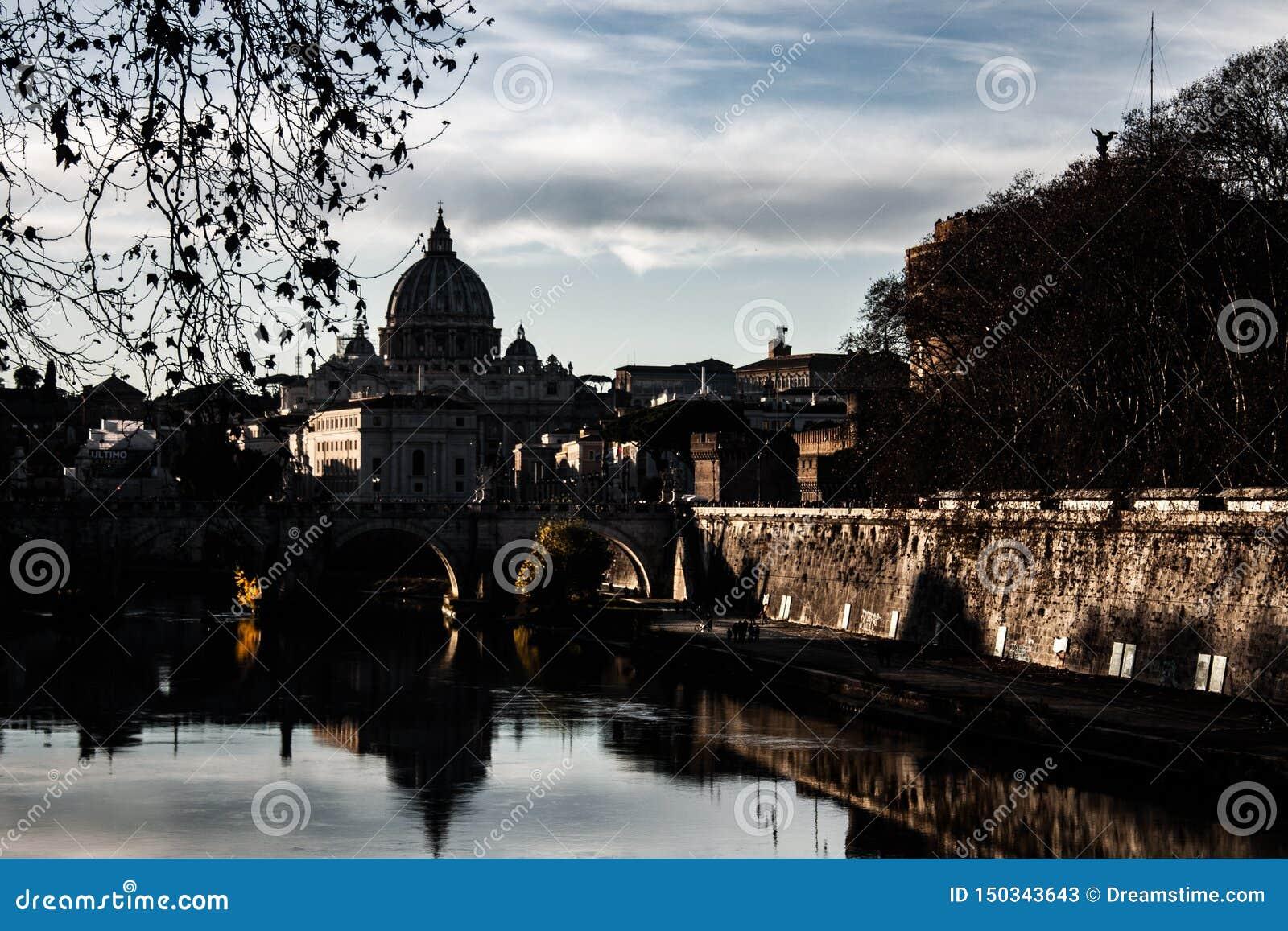 Het beeld van Nice van Rome bij zonsondergang
