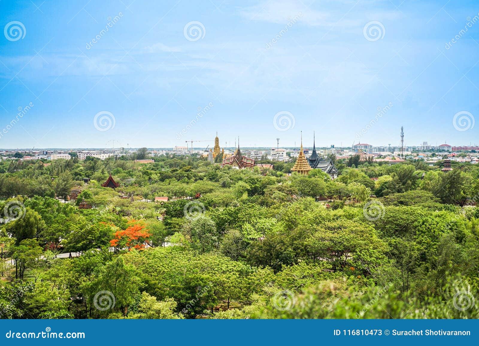 Het beeld van Thailand als in het verleden, met paviljoen en tempel in civ