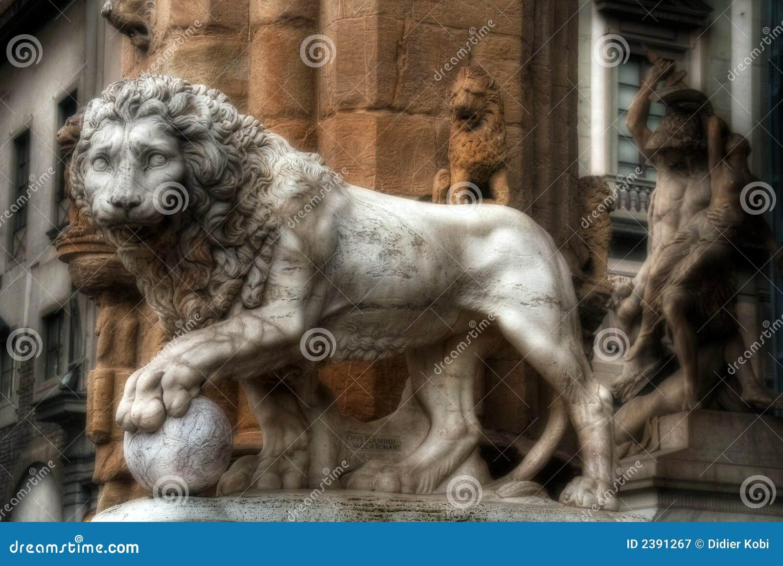 Het Beeldhouwwerk van de leeuw