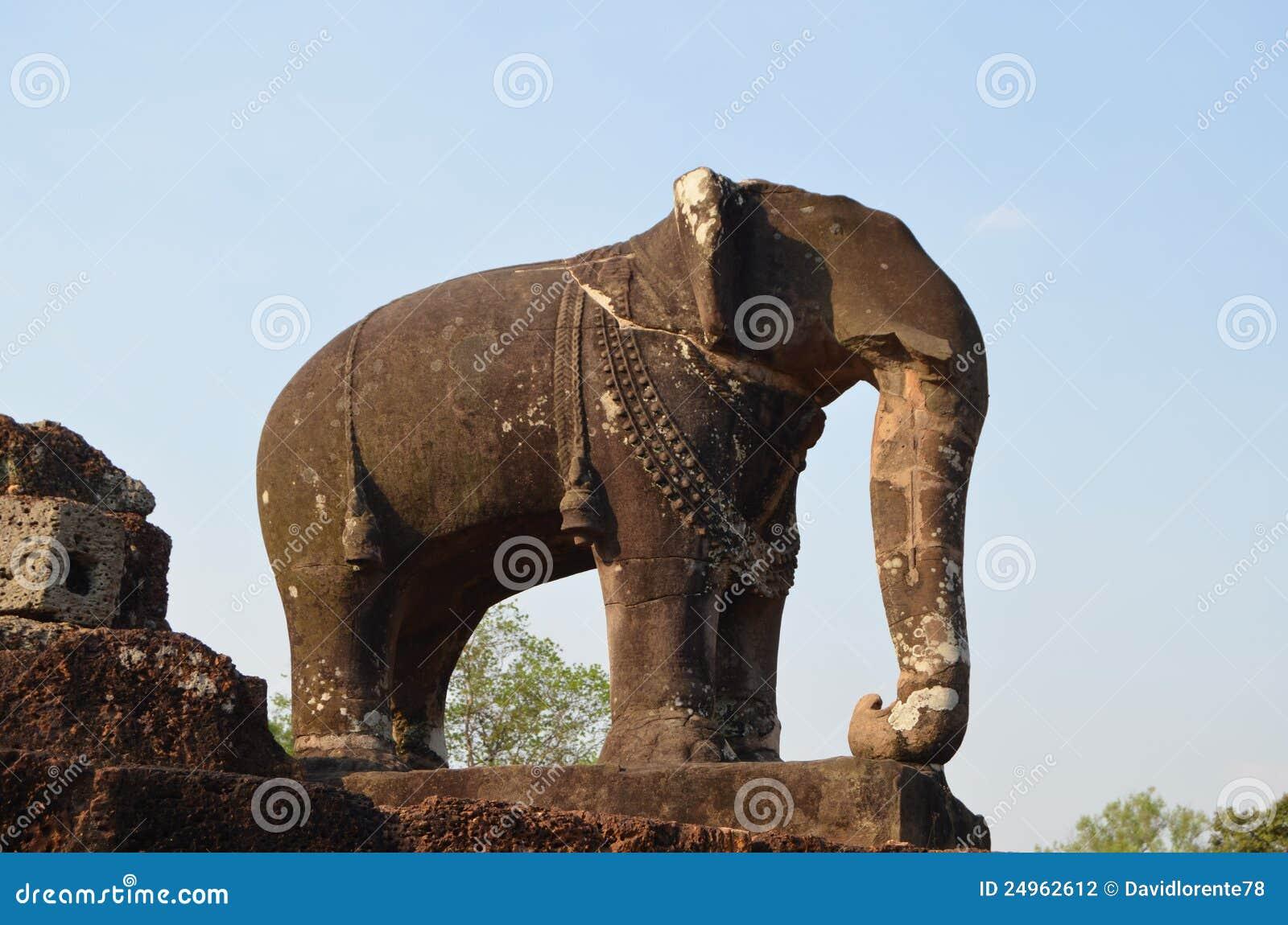 Het beeldhouwwerk van de olifant in de tempel van het Oosten Mebon