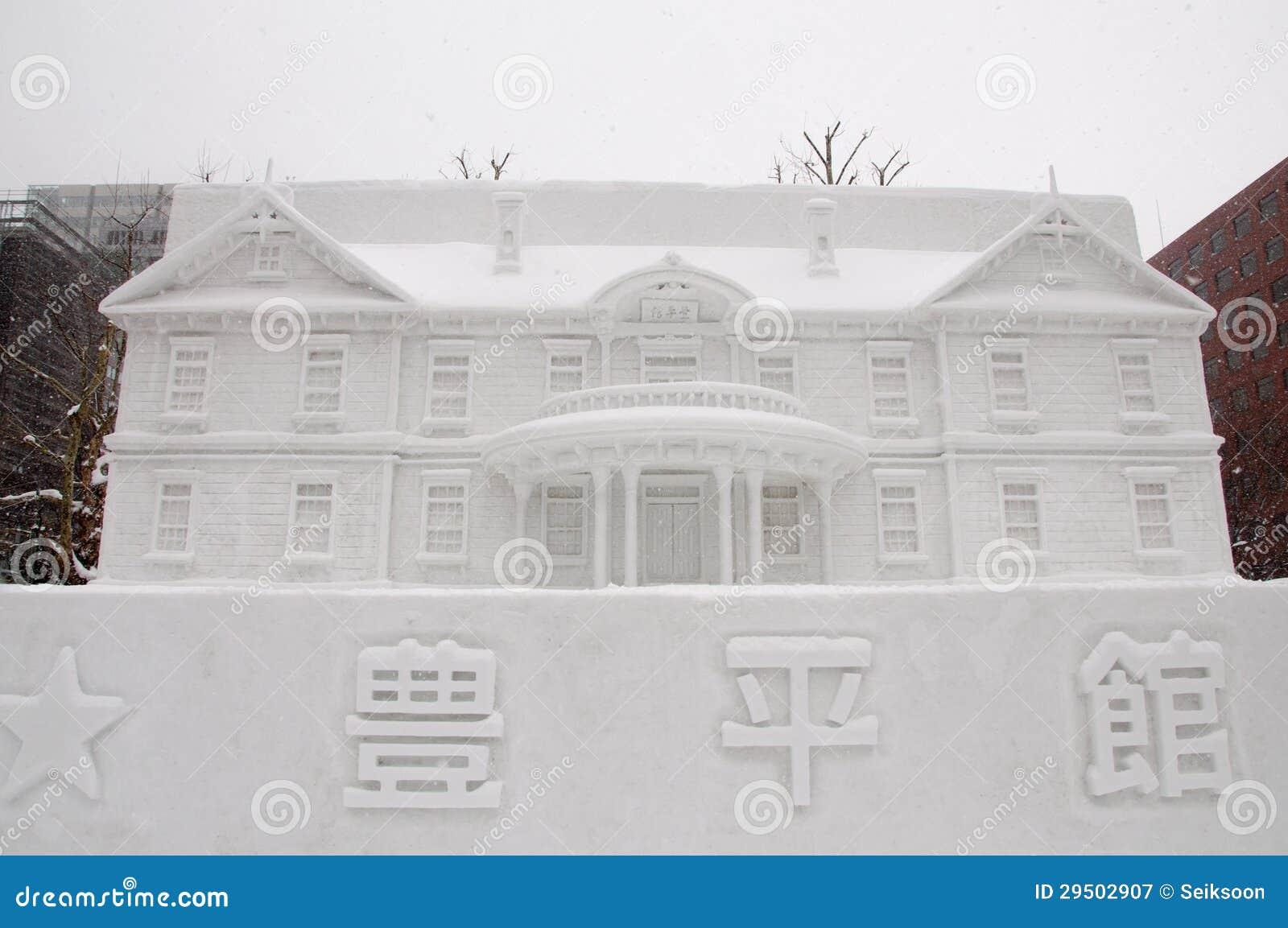 Het beeldhouwwerk van de sneeuw van Hoheikan bij het Festival 2013 van de Sneeuw Sapporo
