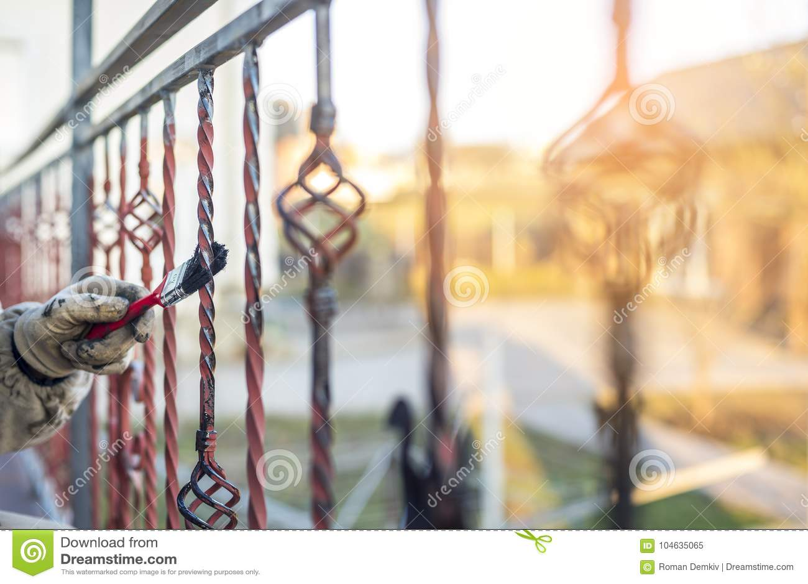 Download Het Behandelen Van Gesmede Producten Door Inleiding En Borstel, Die Proces Werken Bescherming Tegen Roest Stock Afbeelding - Afbeelding bestaande uit achtergrond, sinaasappel: 104635065