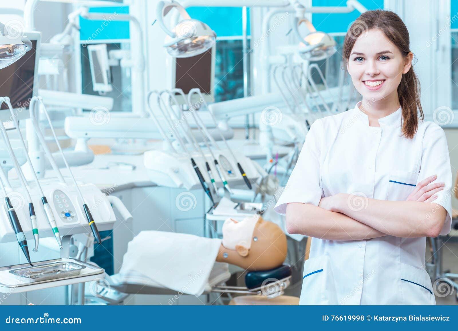 Het beheersen van haar vaardigheden in een professioneel laboratorium