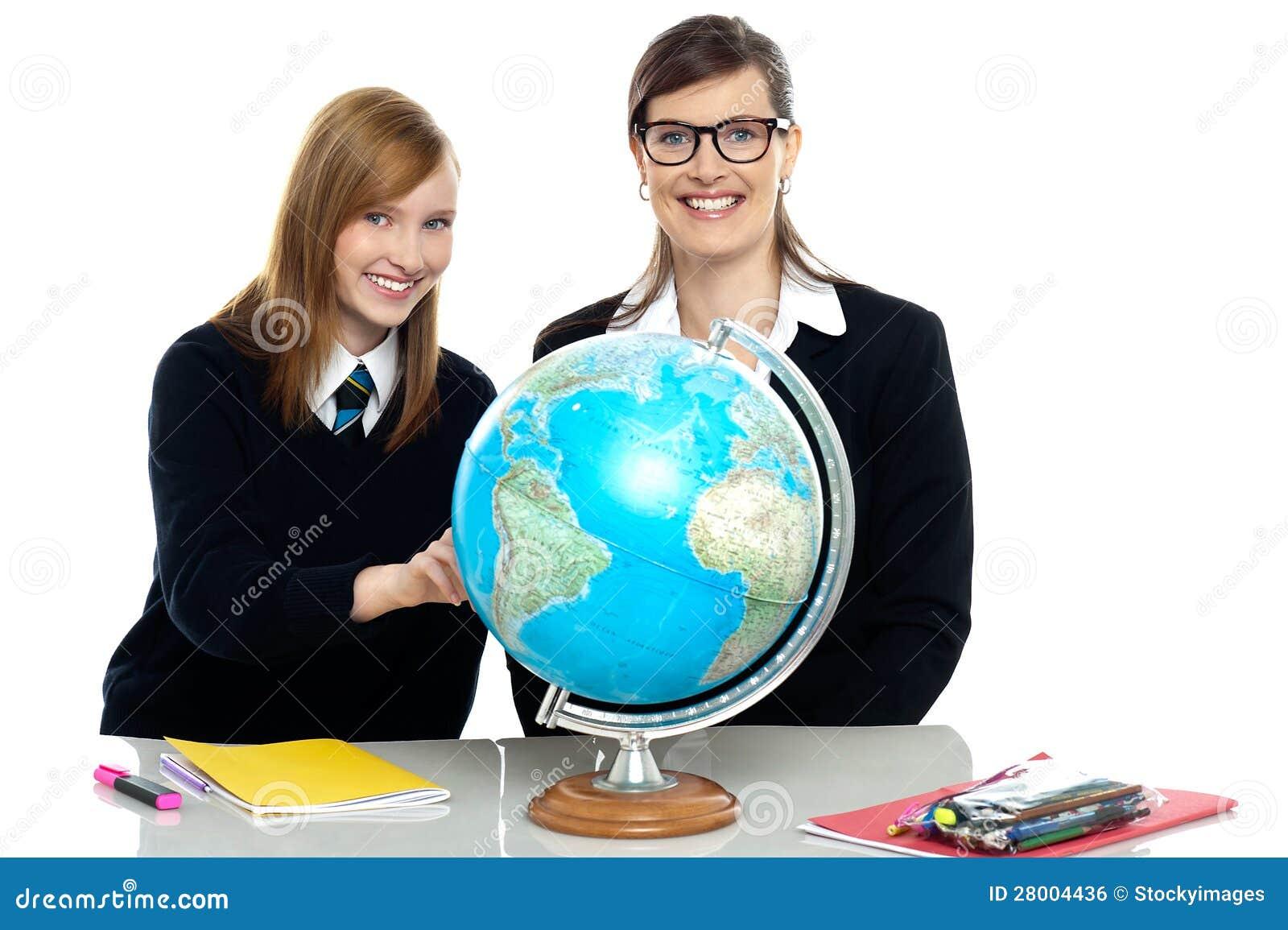 Het bekijken van de leraar en van de student bol