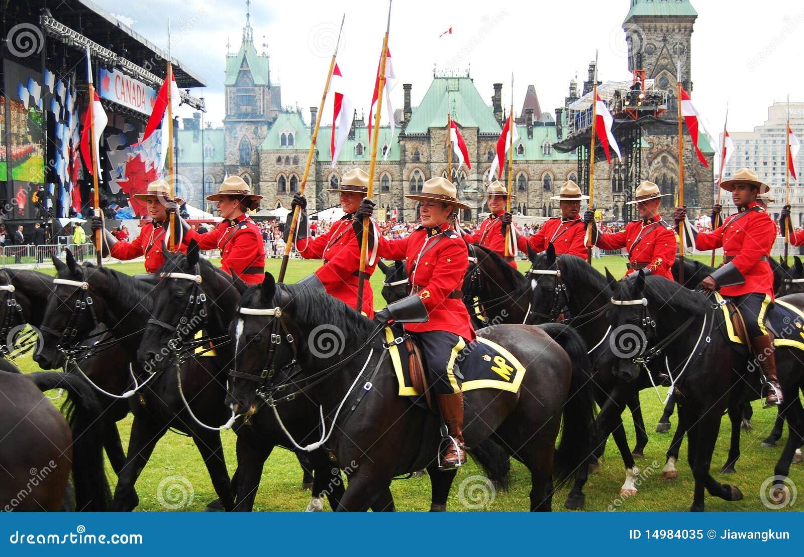 Het berijden van de Dag RCMP van Canada paarden in Ottawa