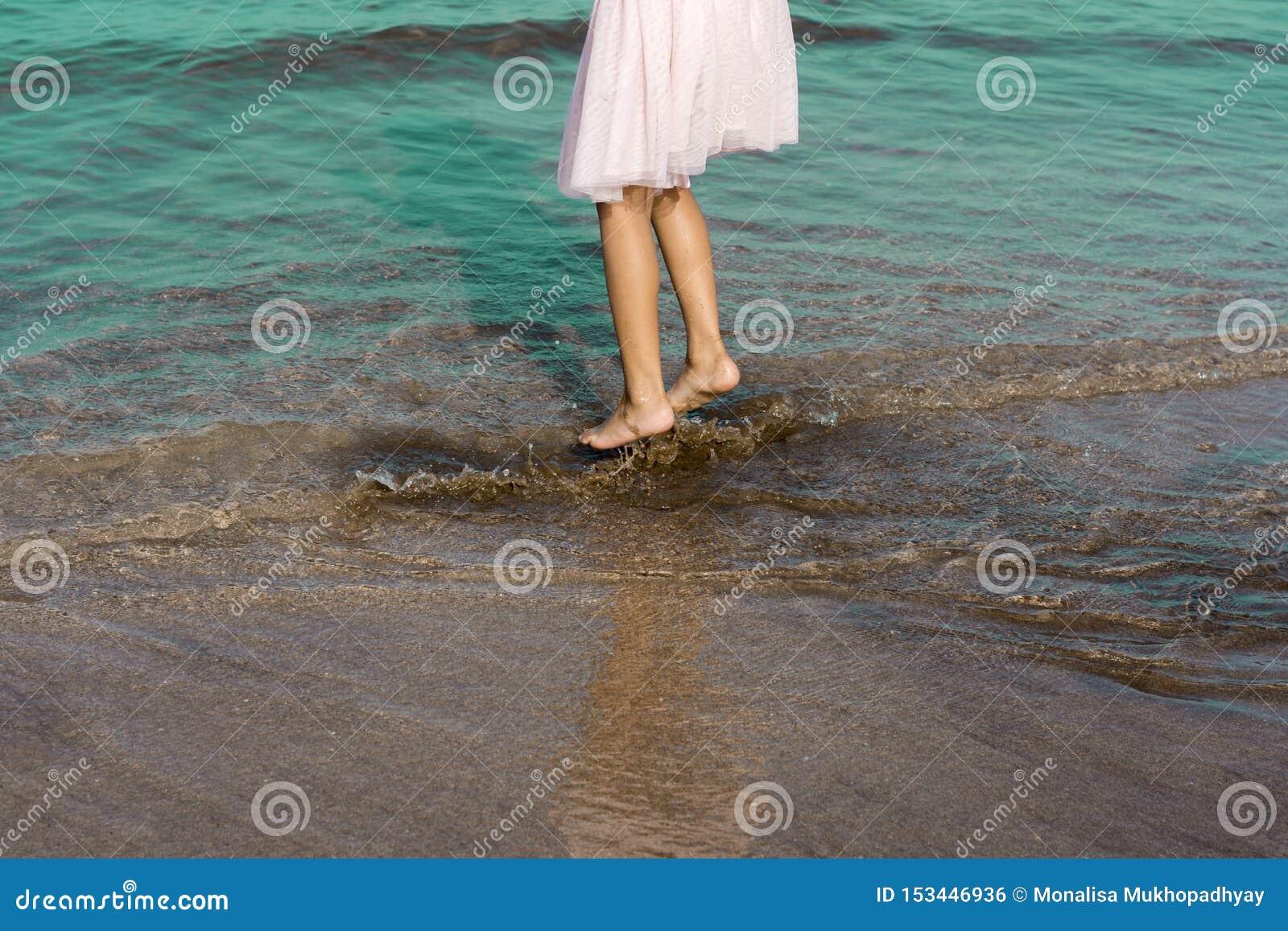 Het bespatten prettijd in het zeewater