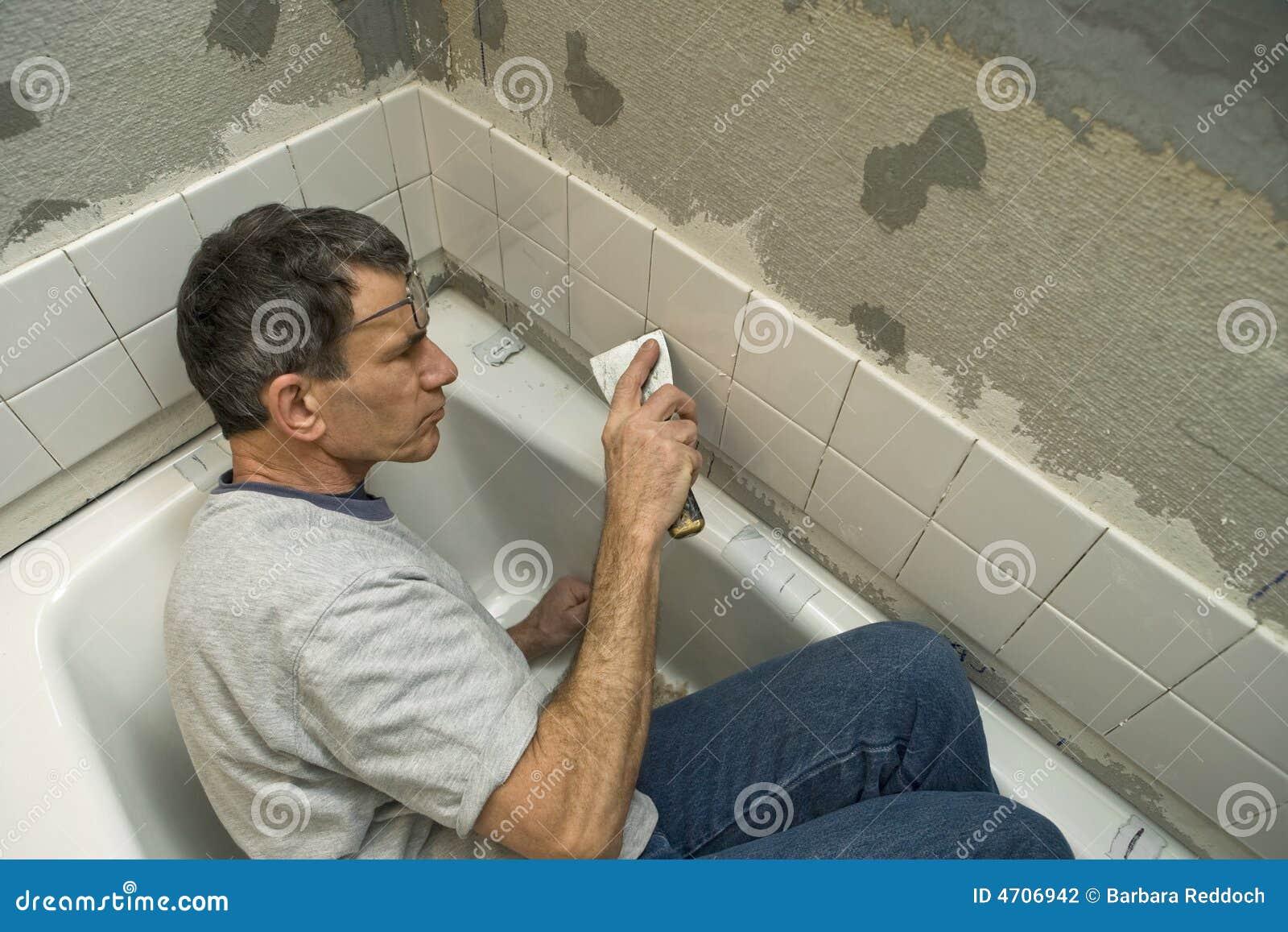 Het betegelen van de badkamers stock foto afbeelding 4706942 - Betegelen van natuurstenen badkamer ...