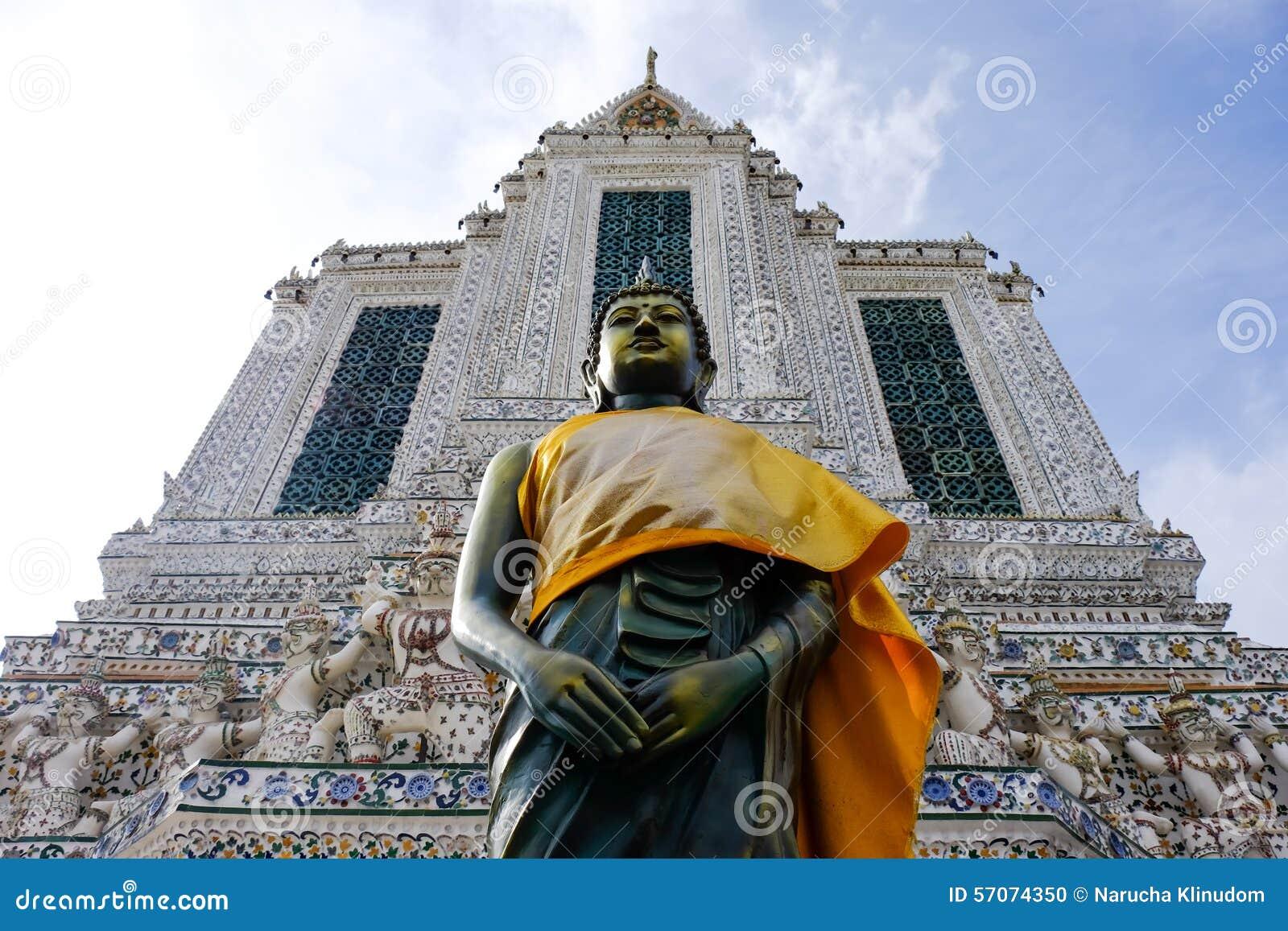 Het bevindende standbeeld van Boedha