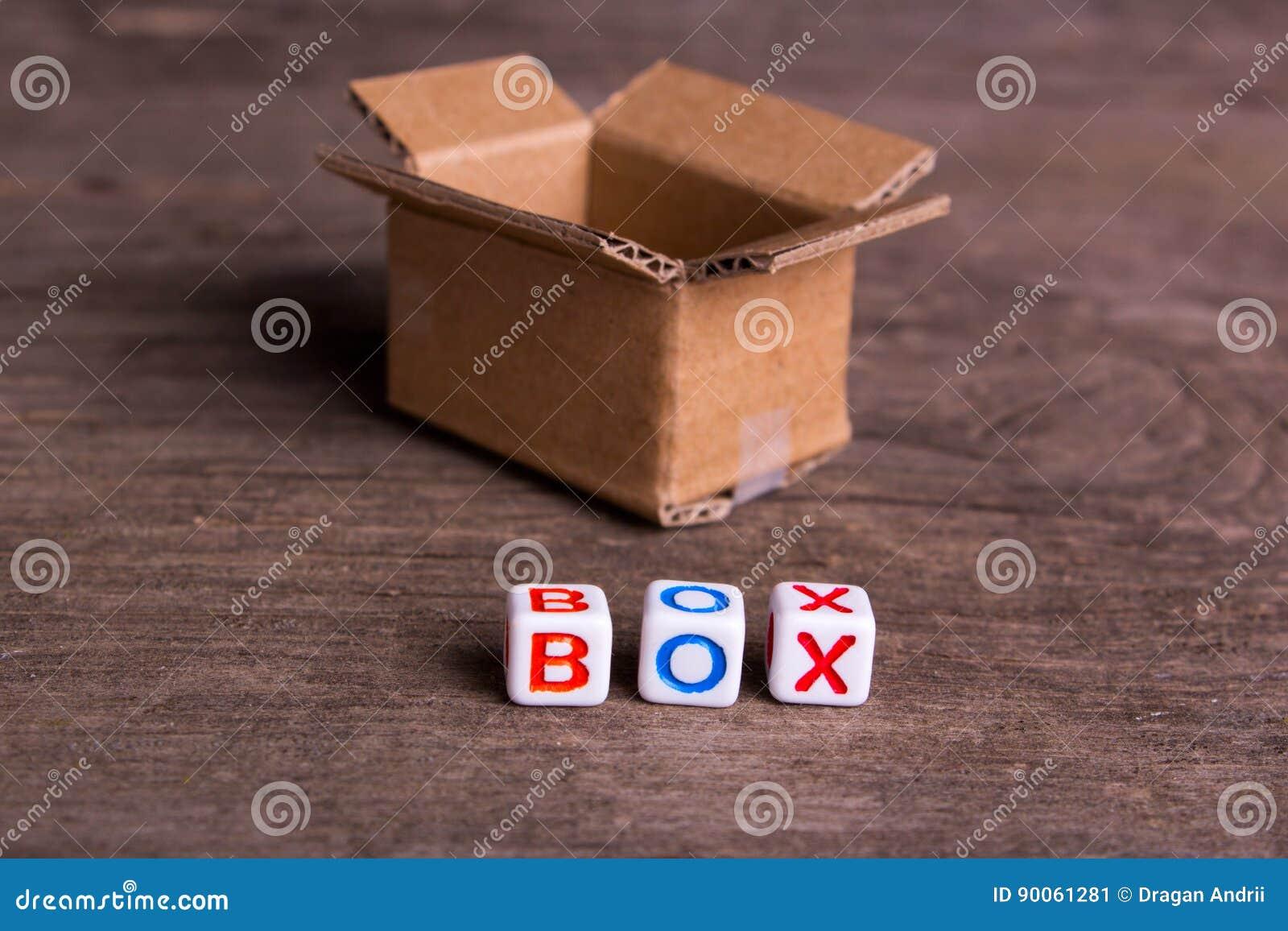 Het bewegen zich aan een ander bureau of huis Word doos
