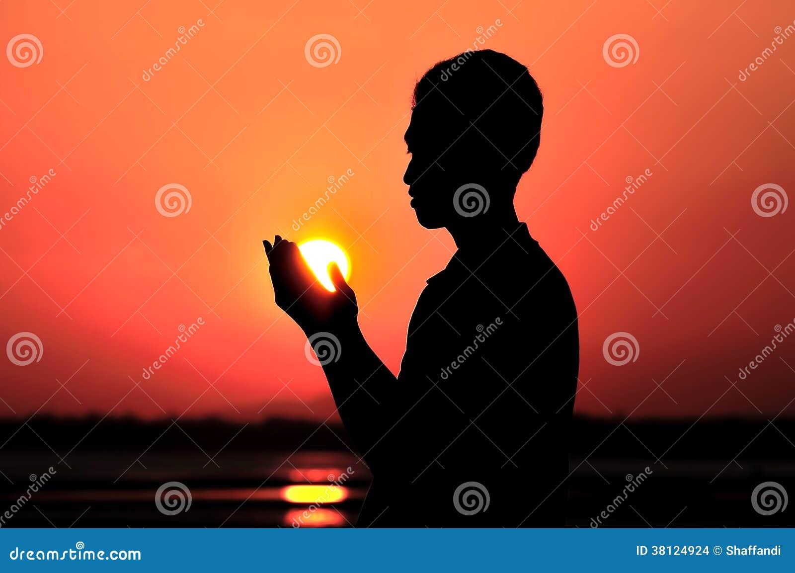 Het bidden bij zonsondergang