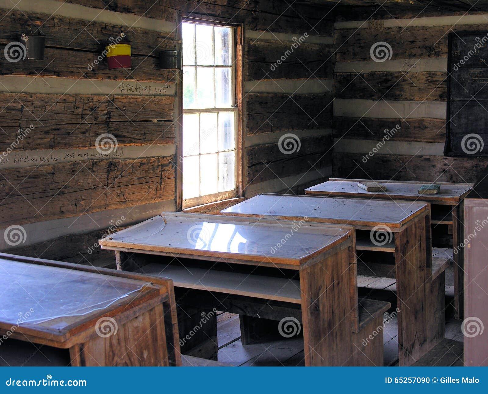 Het binnen oude huis van de logboekschool kentucky stock foto