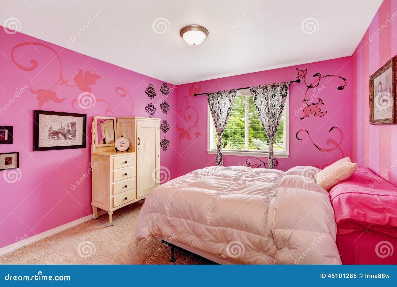 Het Binnenland Van De Meisjesslaapkamer In Heldere Roze Kleur Stock Foto  Af