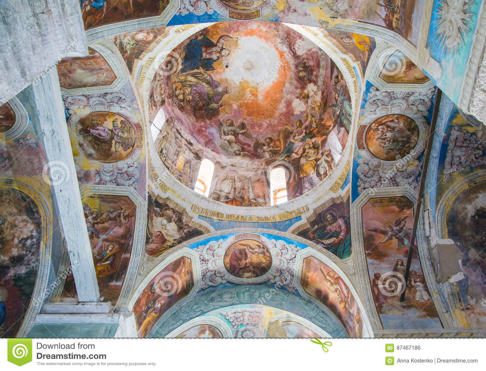 Het binnenlandse schilderen van St George ` s kerk in yuryev-Polsky