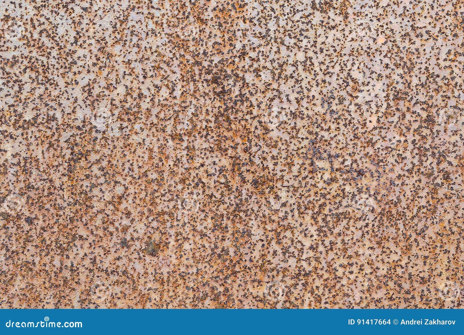 Het bladmetaal van de metaalmuur De bladroest is zichtbaar als kleine punten en vlekken