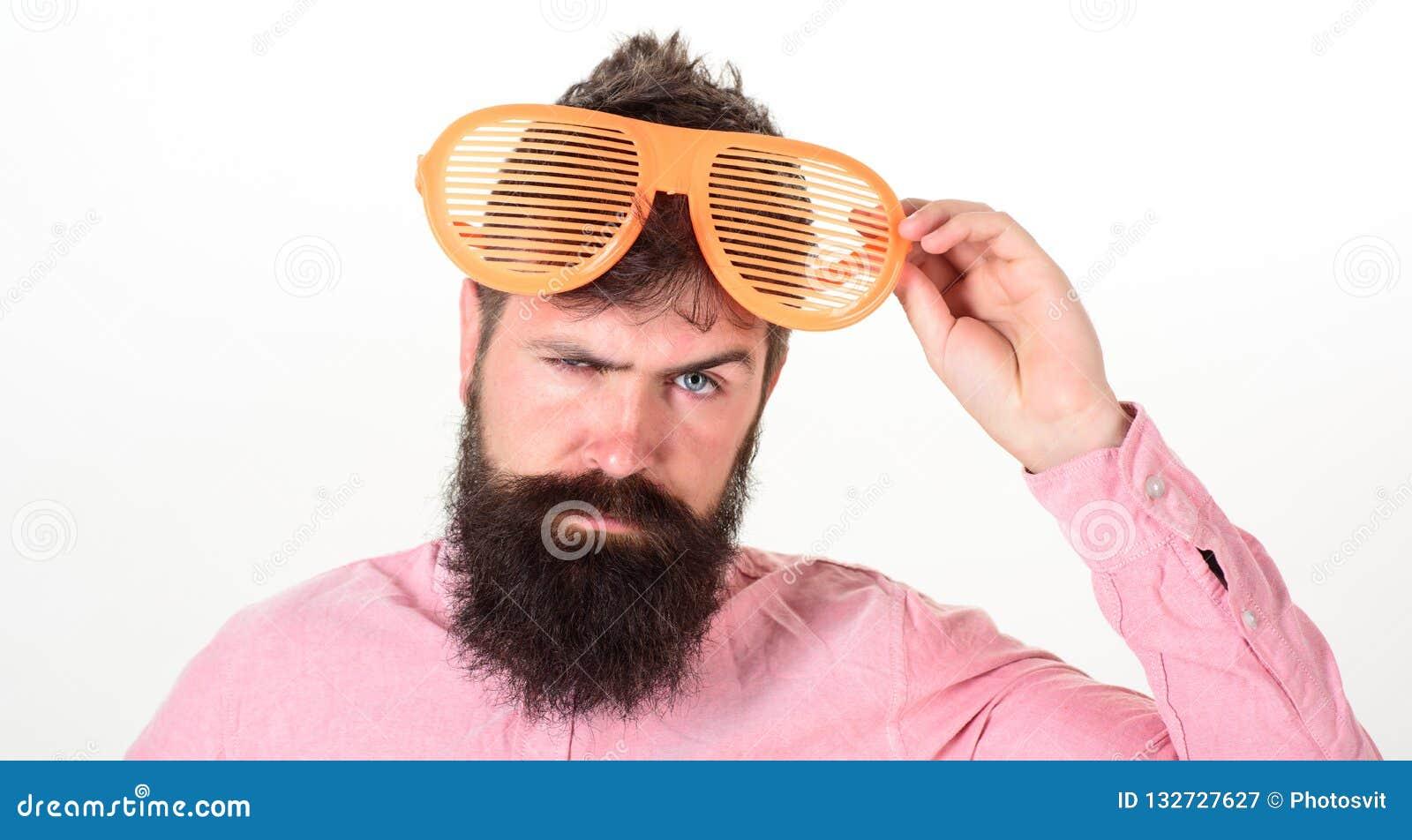 Het blind van de Hipsterslijtage stelt uiterst grote zonnebril in de schaduw De slijtagereus van de mensen louvered de gebaarde k