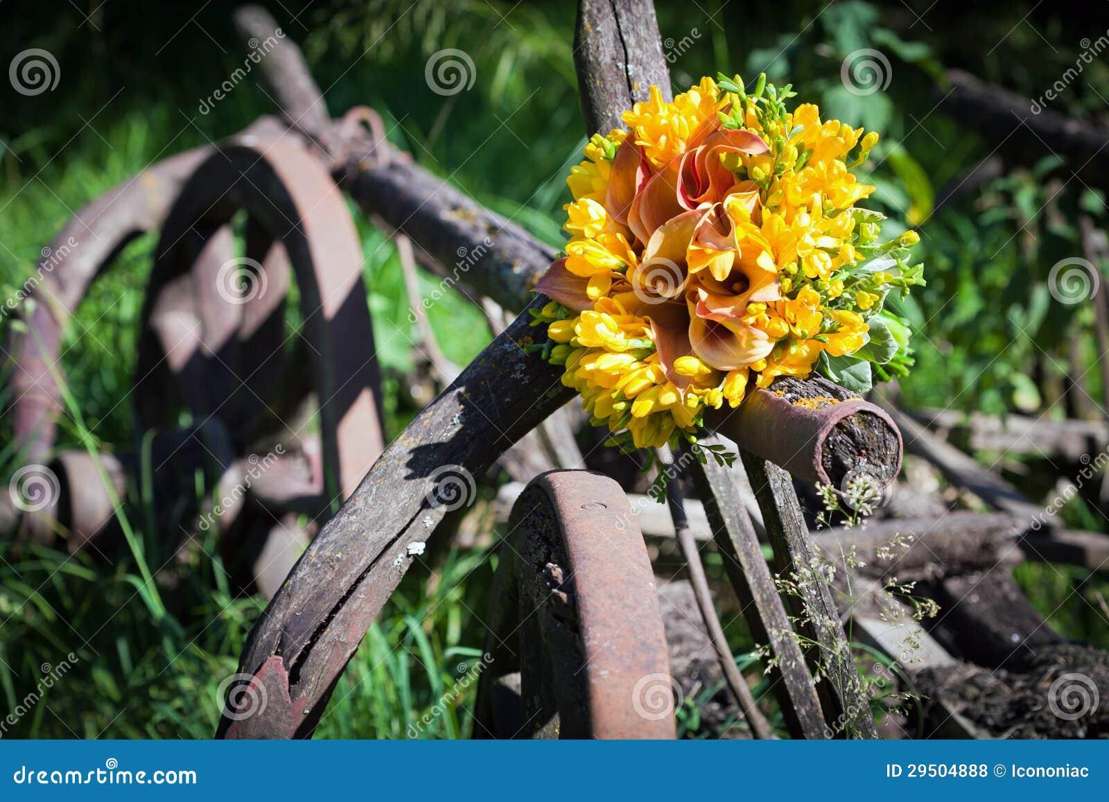 Het boeket van het huwelijk met fresiabloemen