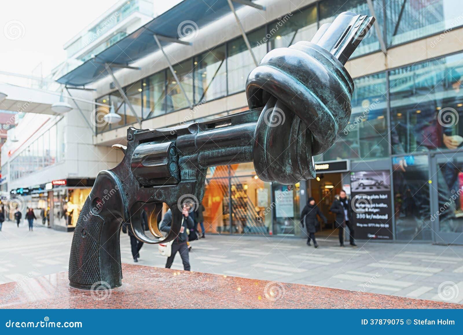 Het bronsbeeldhouwwerk, niet geweld