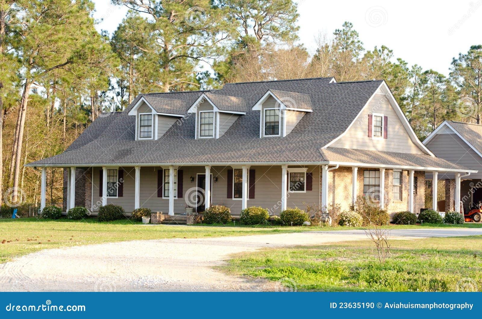 Het bruine amerikaanse huis van de stijl van de boerderij stock foto afbeelding 23635190 - Huis van het wereldkantoor newport ...