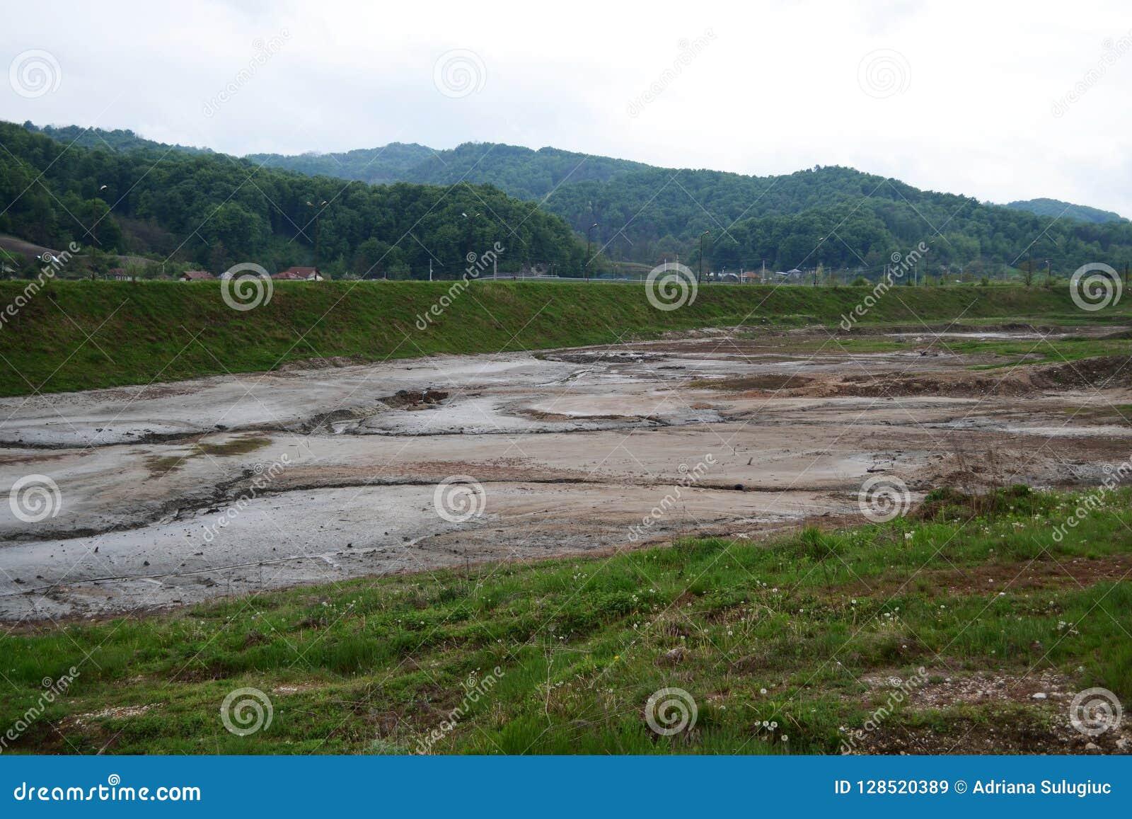 Het buiten droge zoute meer van de Ocnelemari-republiek