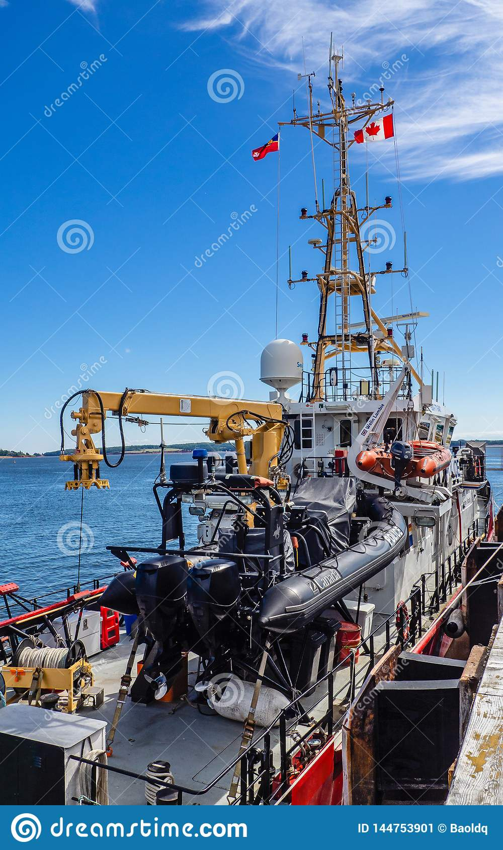 Het Canadese Kustwacht en Royal Canadian Mounted Police-schip van de medio-kustpatrouille CCGS Caporal Kaeble V C