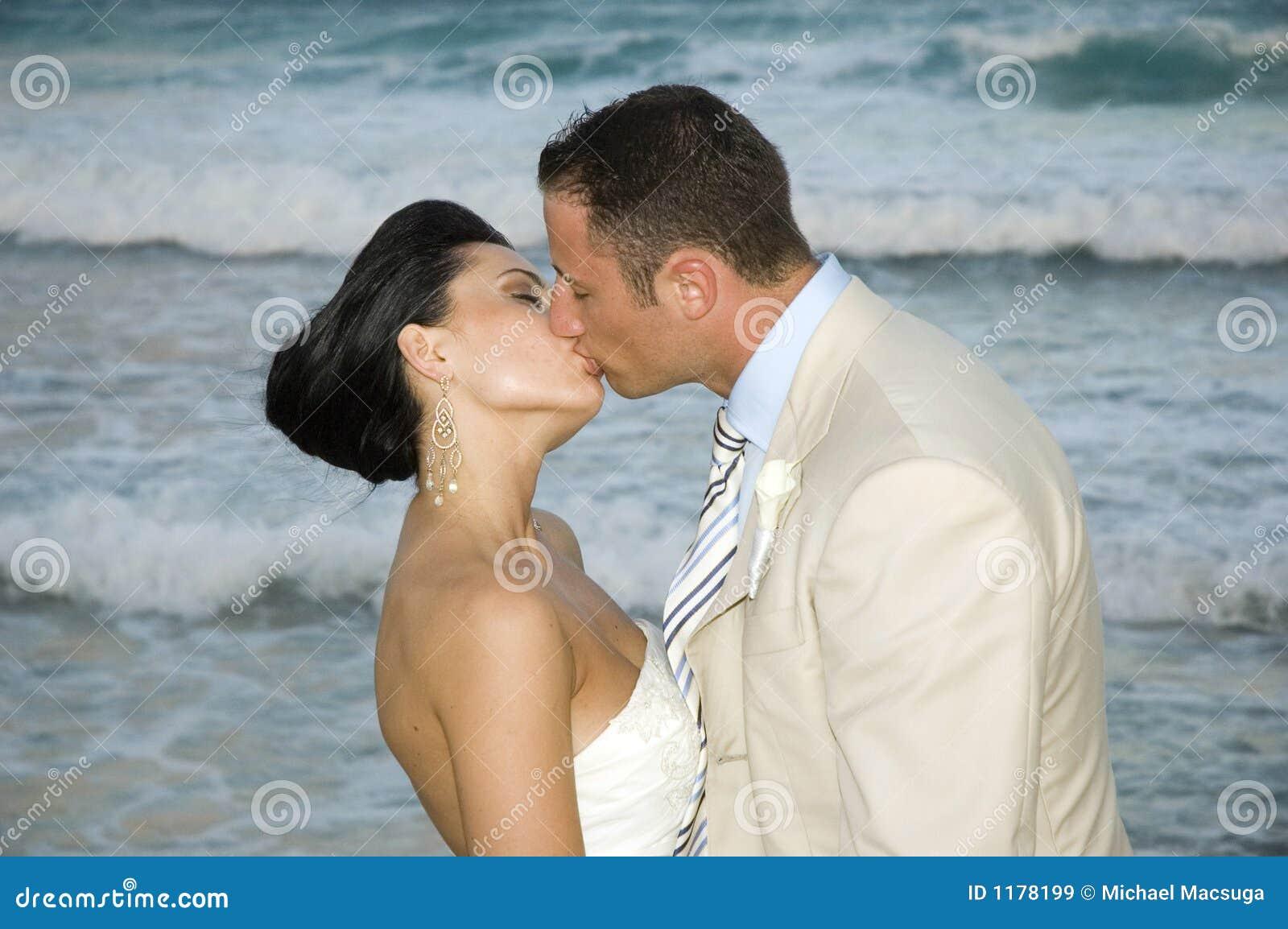 Het Caraïbische Huwelijk van het Strand - de Kus