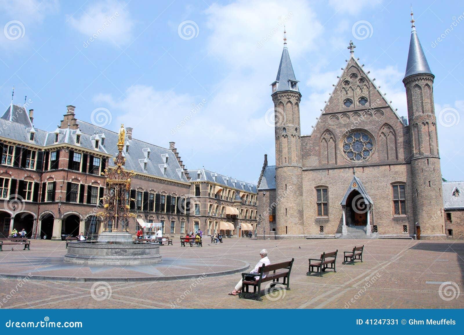 Het centrum van binnenhofden haag van nederlandse politiek met ridderzaal en huis van de senaat - Huis van het wereldkantoor newport ...