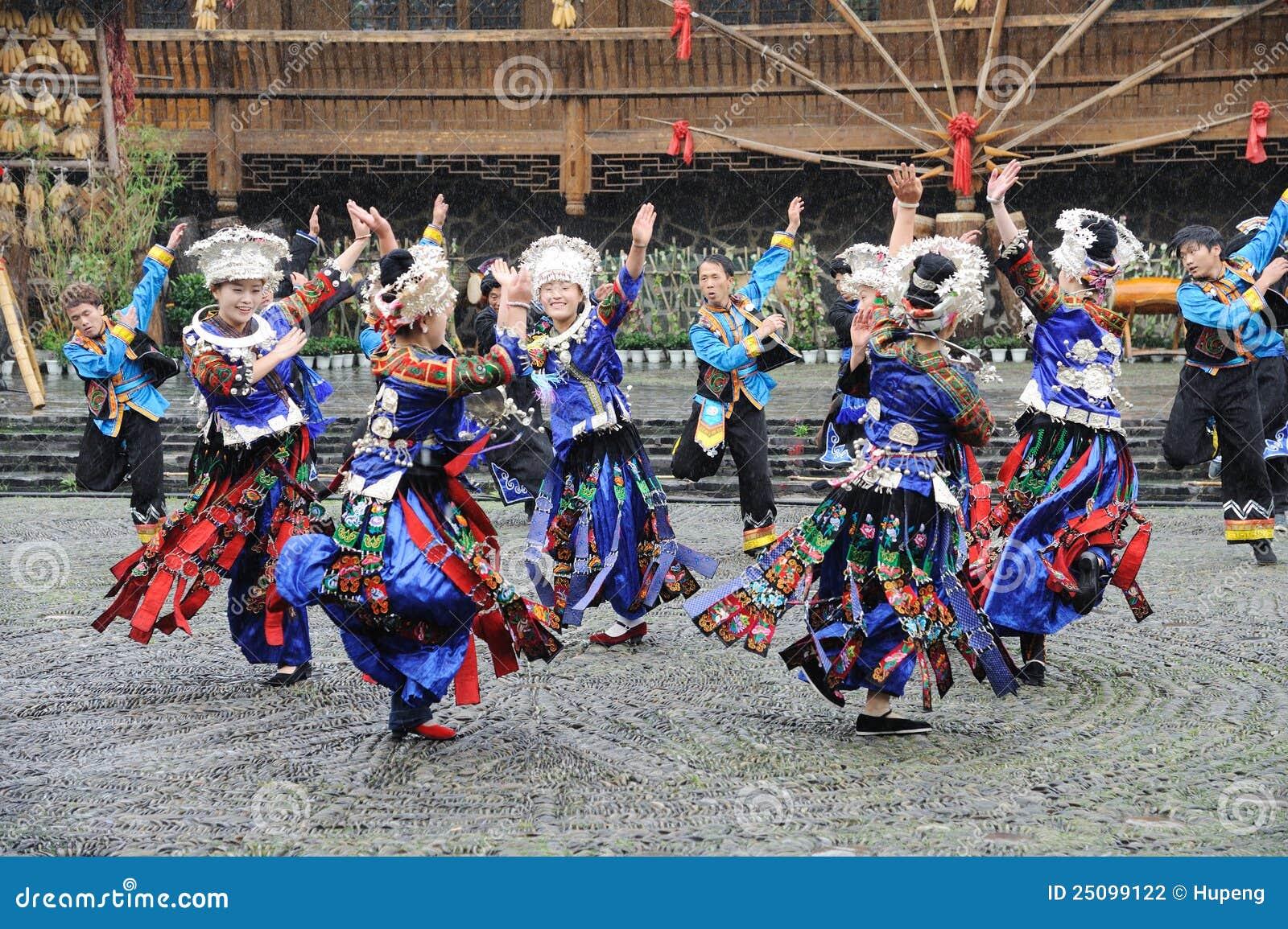 Het Chinese miao dansen