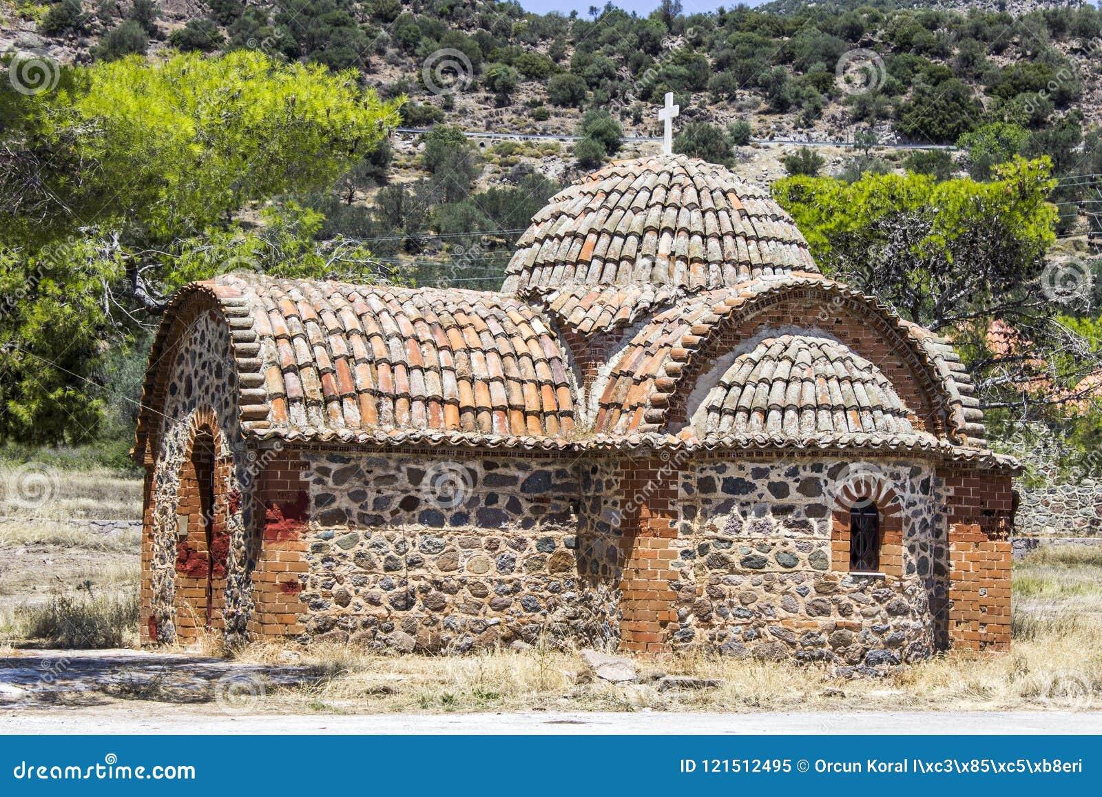 Het christelijke metselwerk builded de herinneringsbouw voor priesters in Lemonas in Lesvos