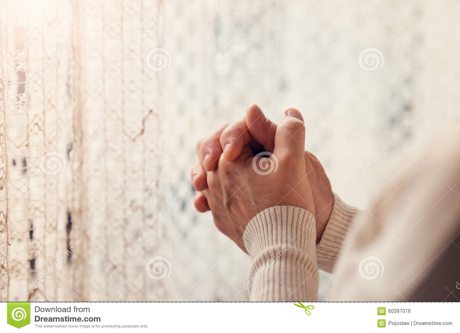 Het cijfer van de vrouw het bidden