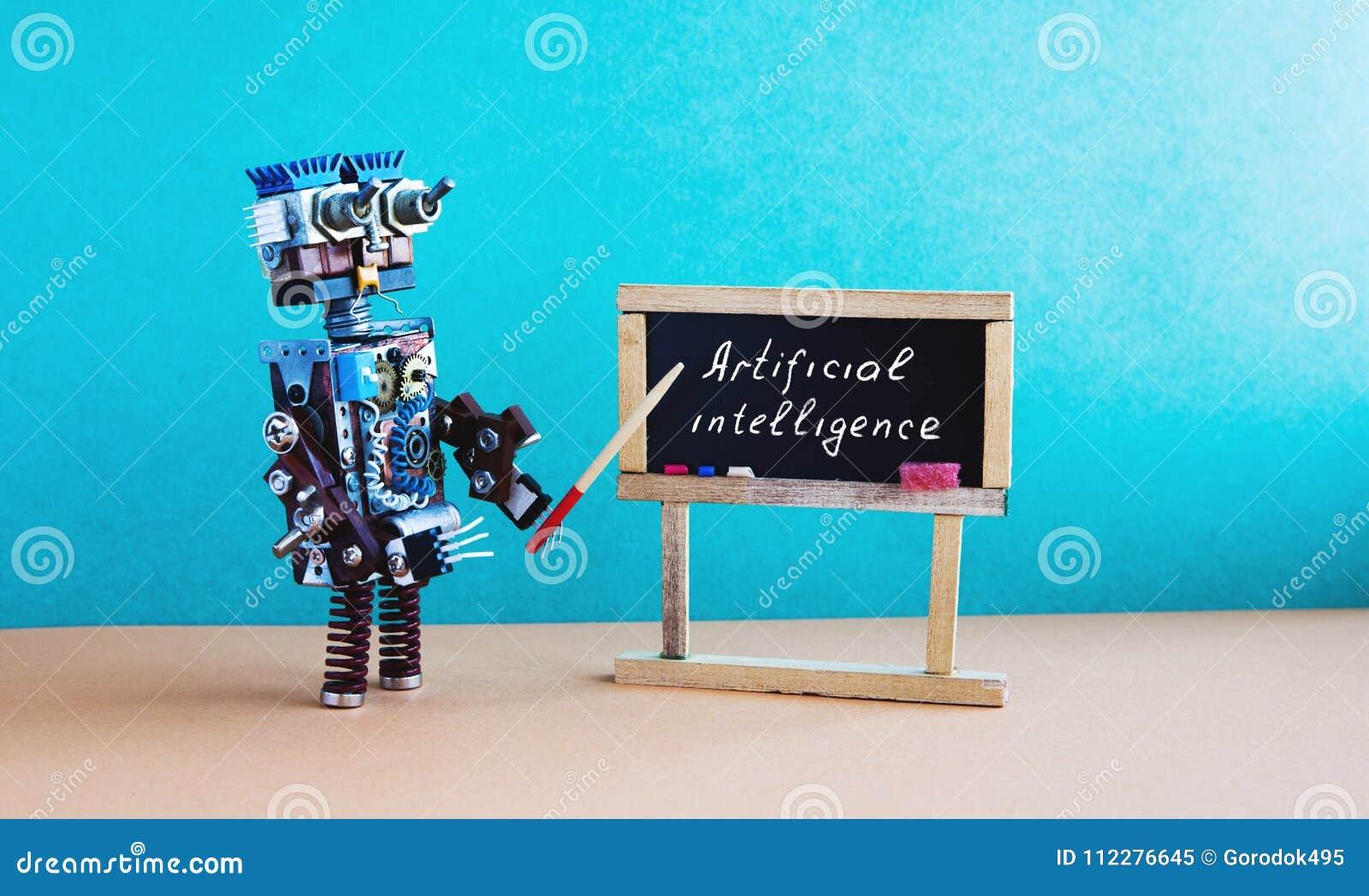 Het concept van de kunstmatige intelligentie De robotleraar verklaart moderne theorie Klaslokaalbinnenland met met de hand geschr