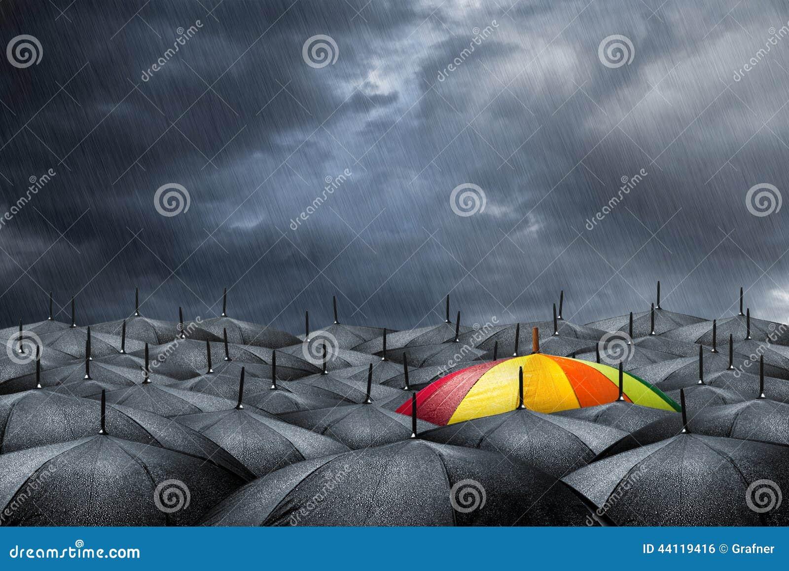 Het concept van de regenboogparaplu