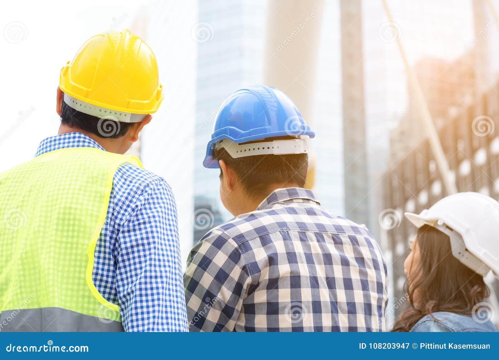 Het concept van de techniekbouw: professioneel ingenieursteam me